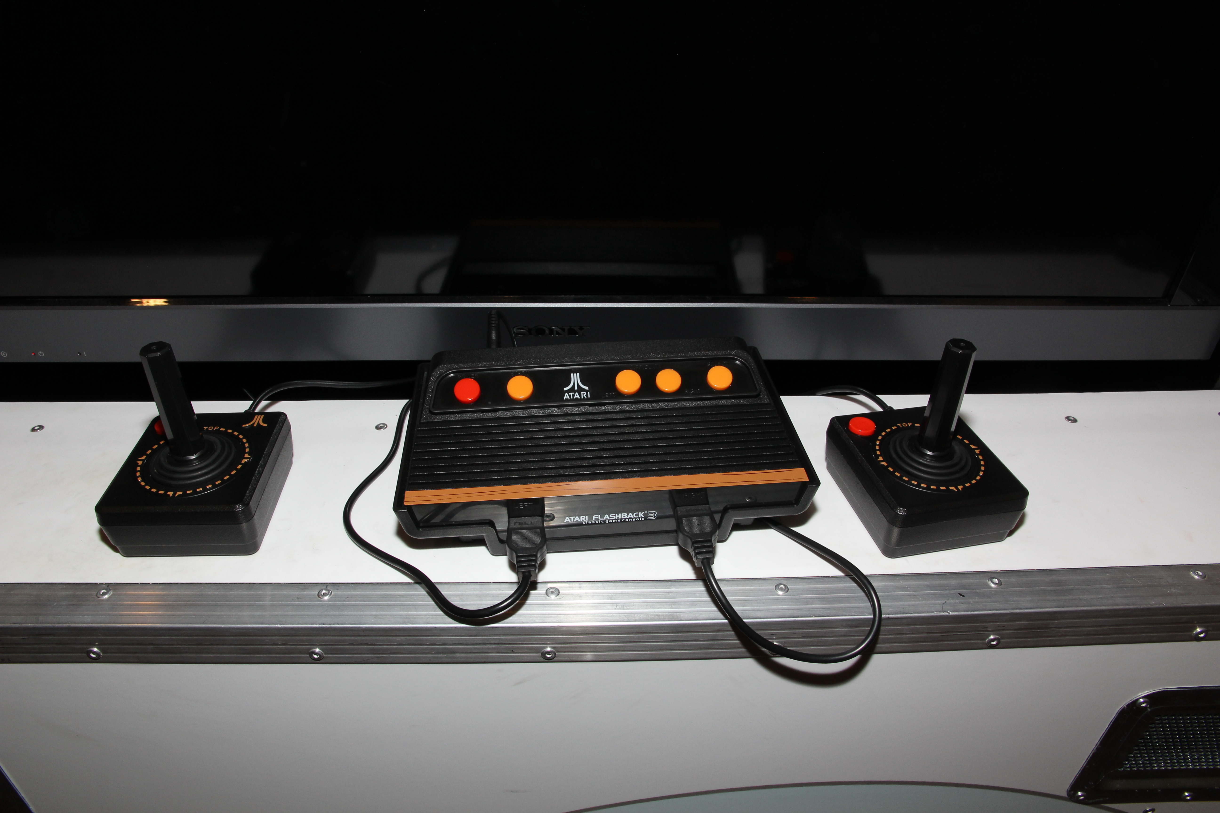 File atari flashback 3 tietokonemuseo jpg wikimedia commons - Atari flashback 3 classic game console ...