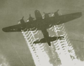 Les traînées d'avion, contrail  B-17_Flying_FortressDetail