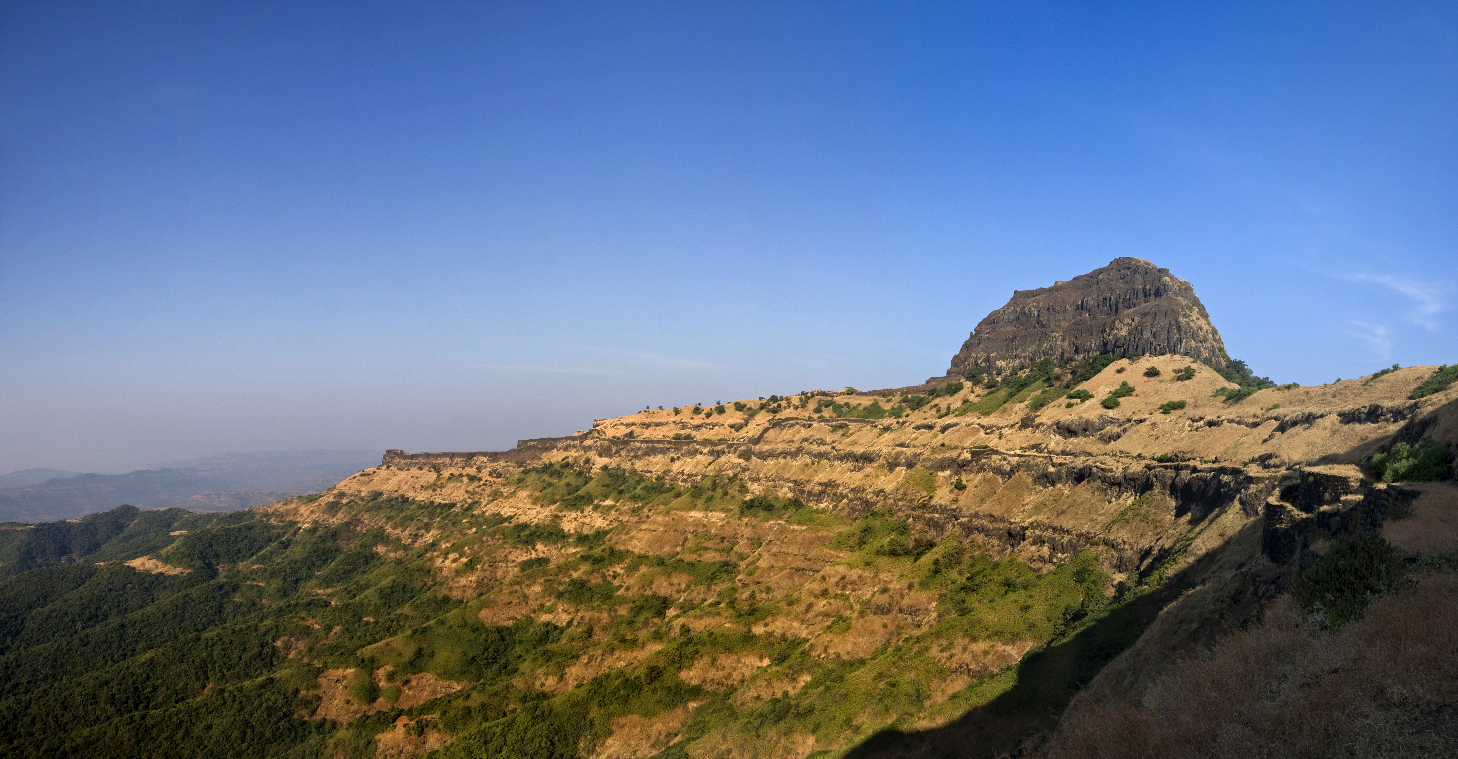 https://upload.wikimedia.org/wikipedia/commons/7/73/Bali_Khila_Rajgad_Maharashtra.jpg