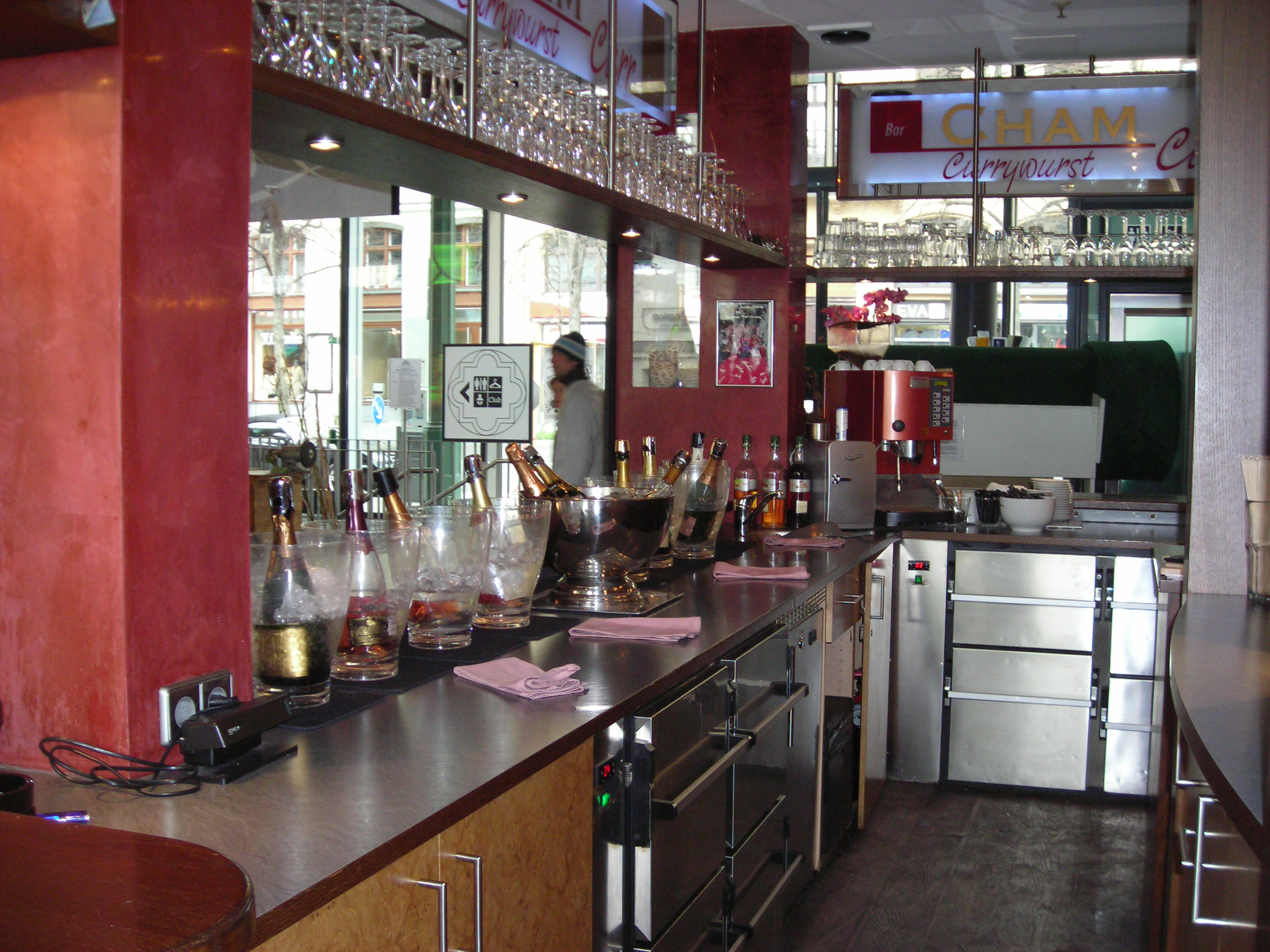 File:Bar counter-Schrannenhalle.JPG - Wikimedia Commons