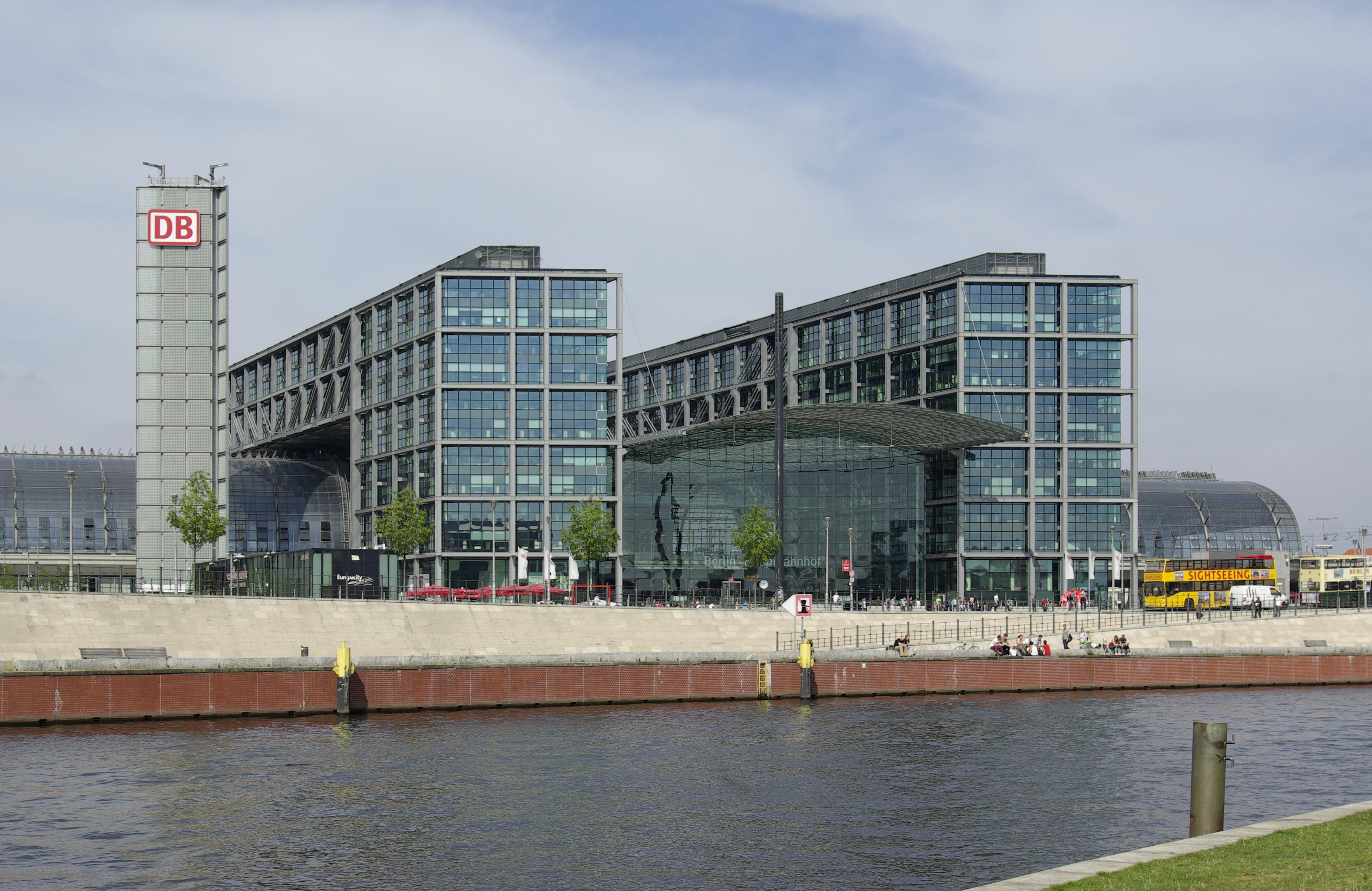 how to get to berlin bus station from berlin hbf