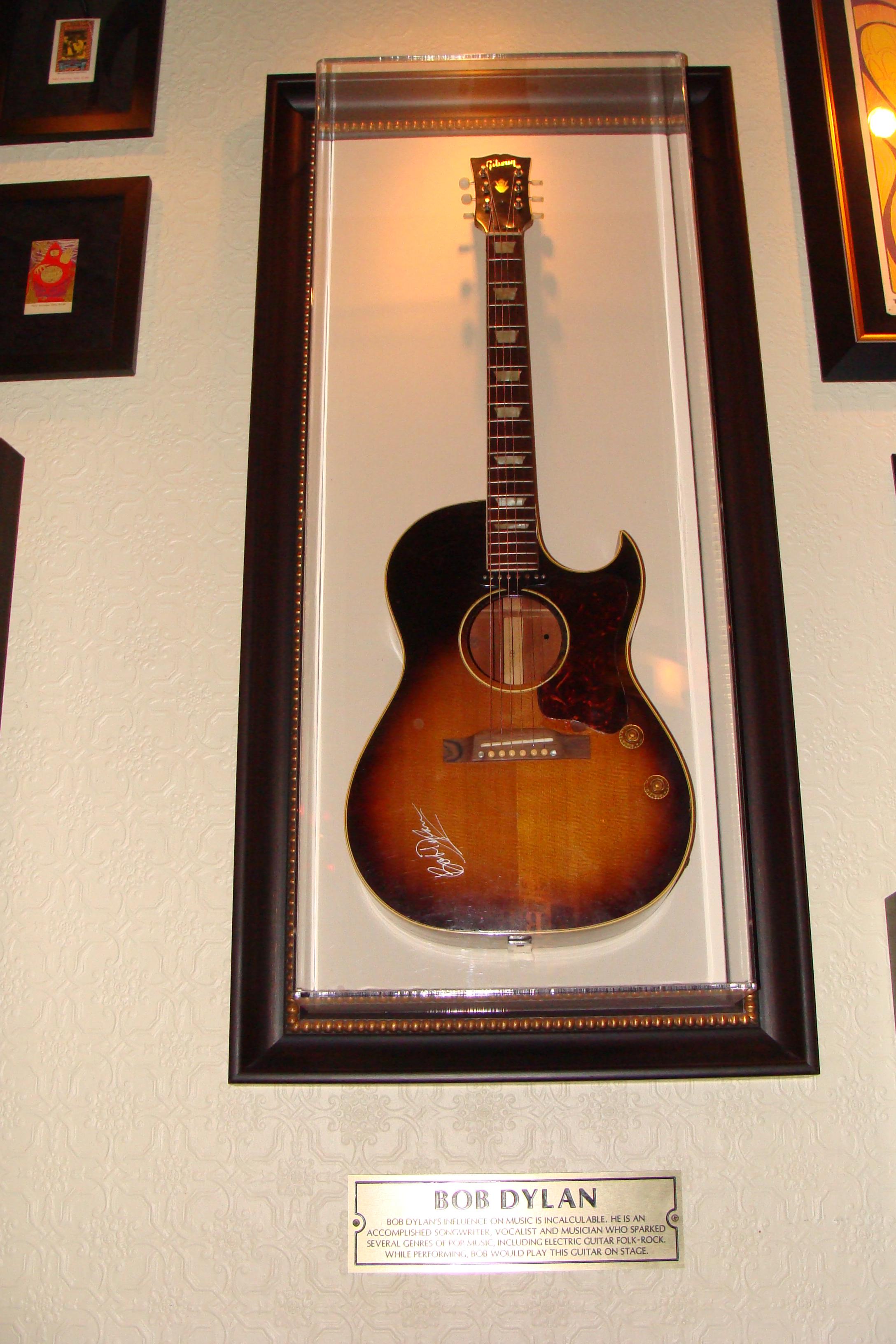 Filebob Dylans Gibson Guitar Hardrock Cafe Niagara