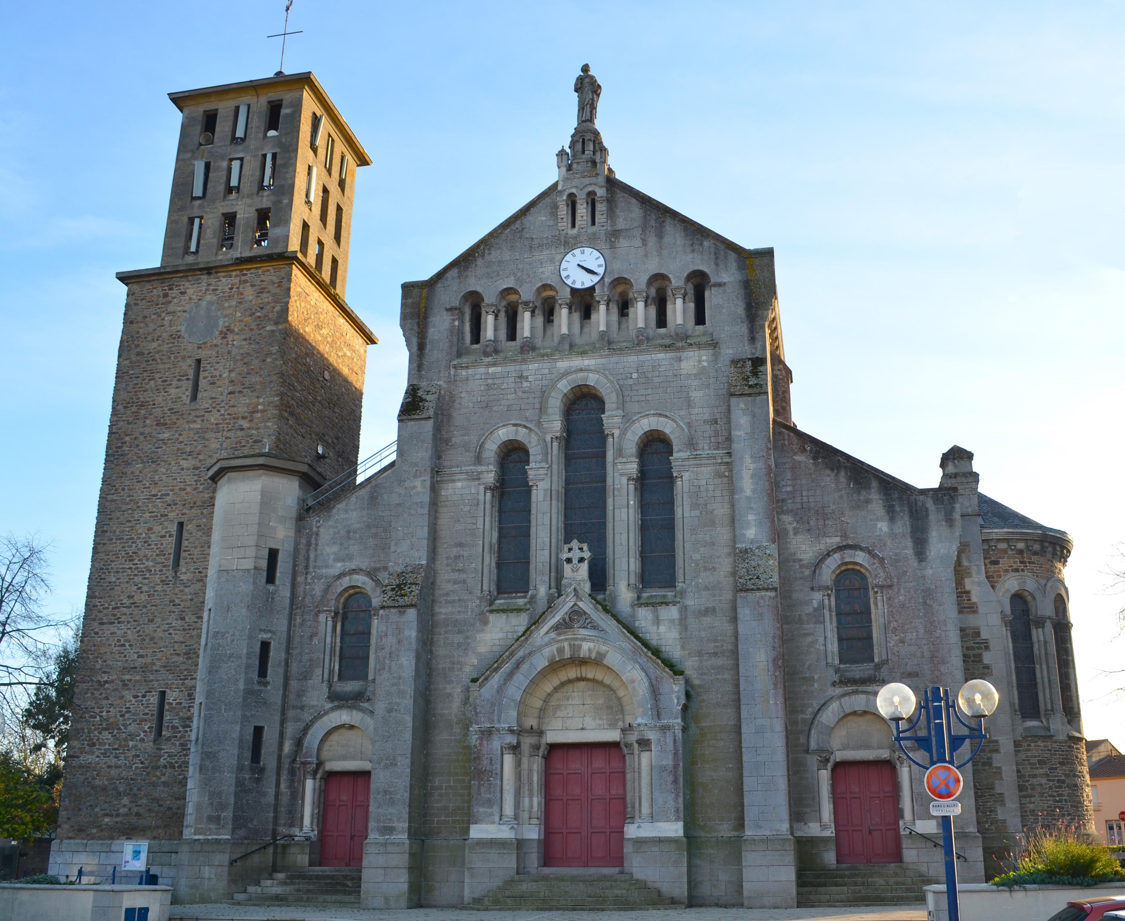 File:Bouguenais - Eglise Saint-Pierre (1).jpg - Wikimedia Commons