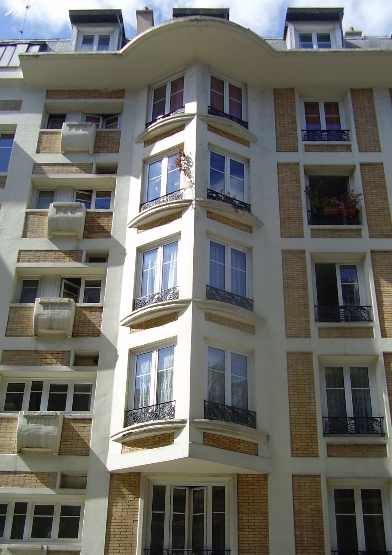 file:building 7 rue trétaignesauvage - bow-windows