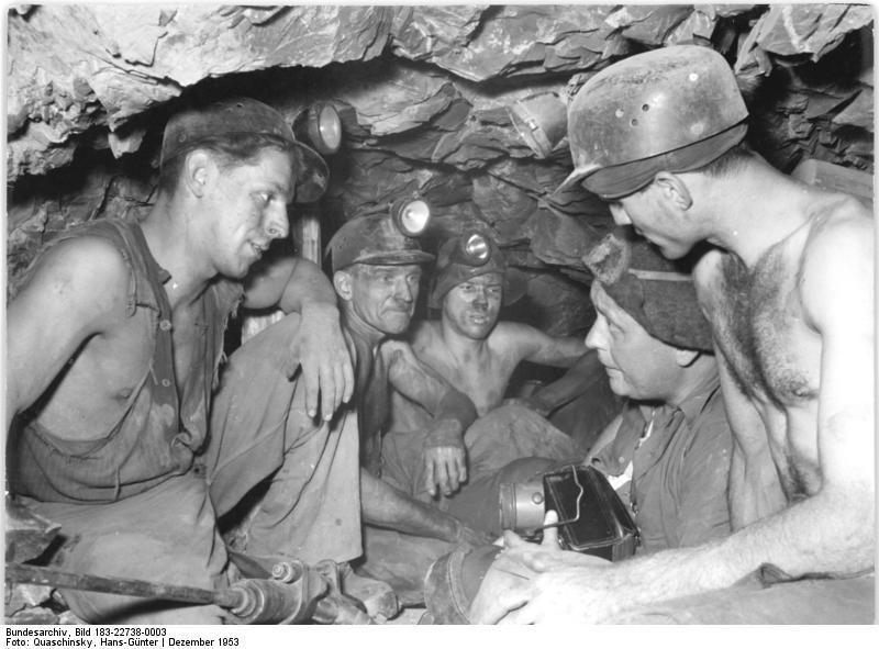 http://upload.wikimedia.org/wikipedia/commons/7/73/Bundesarchiv_Bild_183-22738-0003,_Mansfeldkombinat,_Kampf_gegen_Silikose.jpg