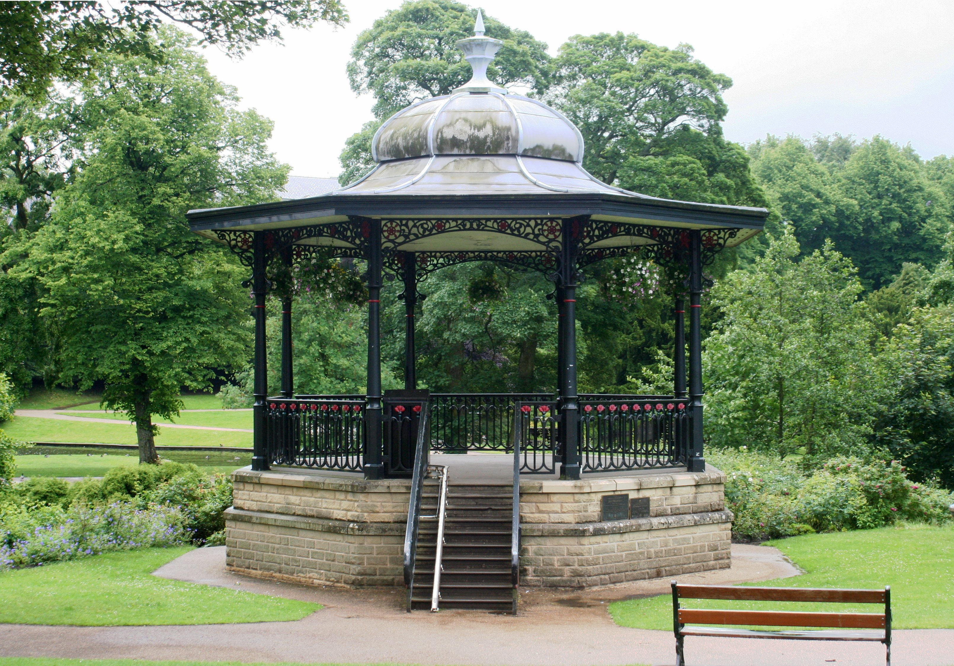 file buxton pavilion gardens wikimedia commons. Black Bedroom Furniture Sets. Home Design Ideas
