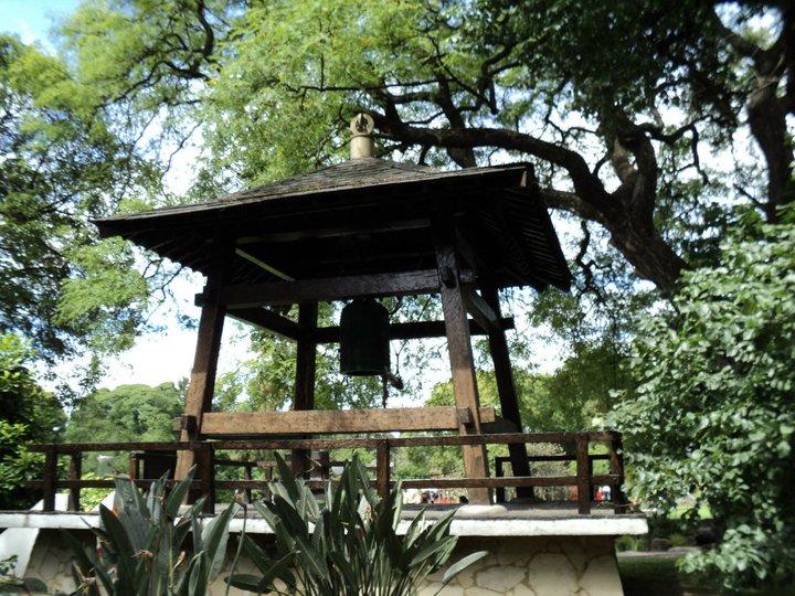 File:Campana de la Paz en el Jardín Japonés.jpg - Wikimedia Commons