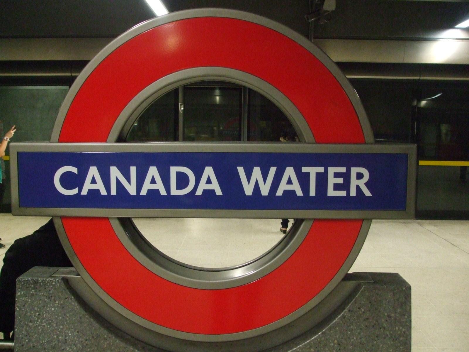 Canada Water stn Jubilee roundel.JPG