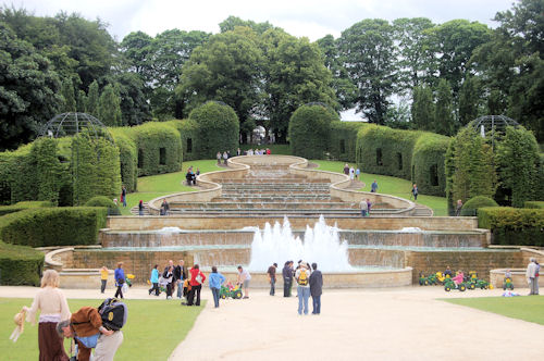 File:Cascading water in Alnwick gardens - geograph.org.uk - 1398053.jpg