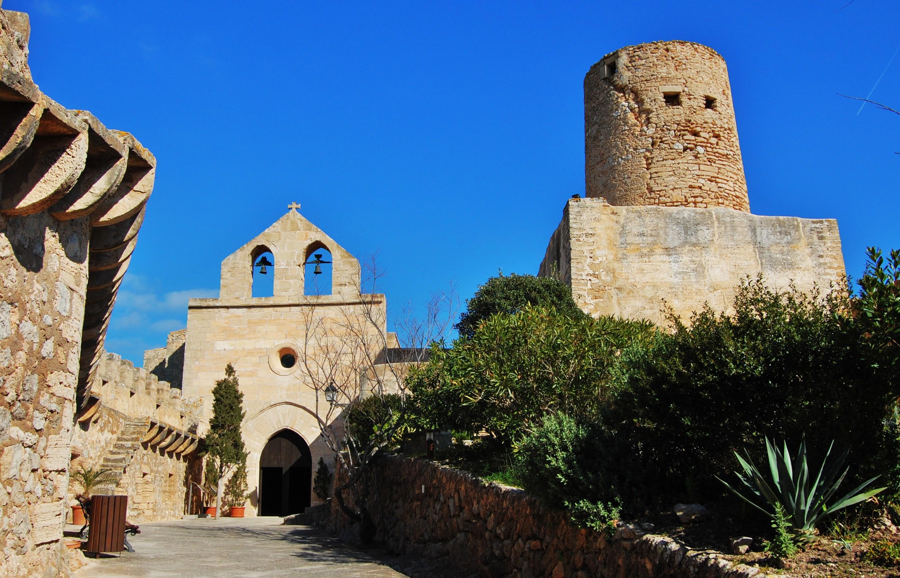 File:Castell de Capdepera - 4.jpg - Wikimedia Commons