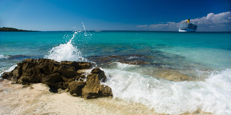 La Romana Dominican Republic  City new picture : Catalina Island, La Romana, Dominican Republic. A cruise liner in ...
