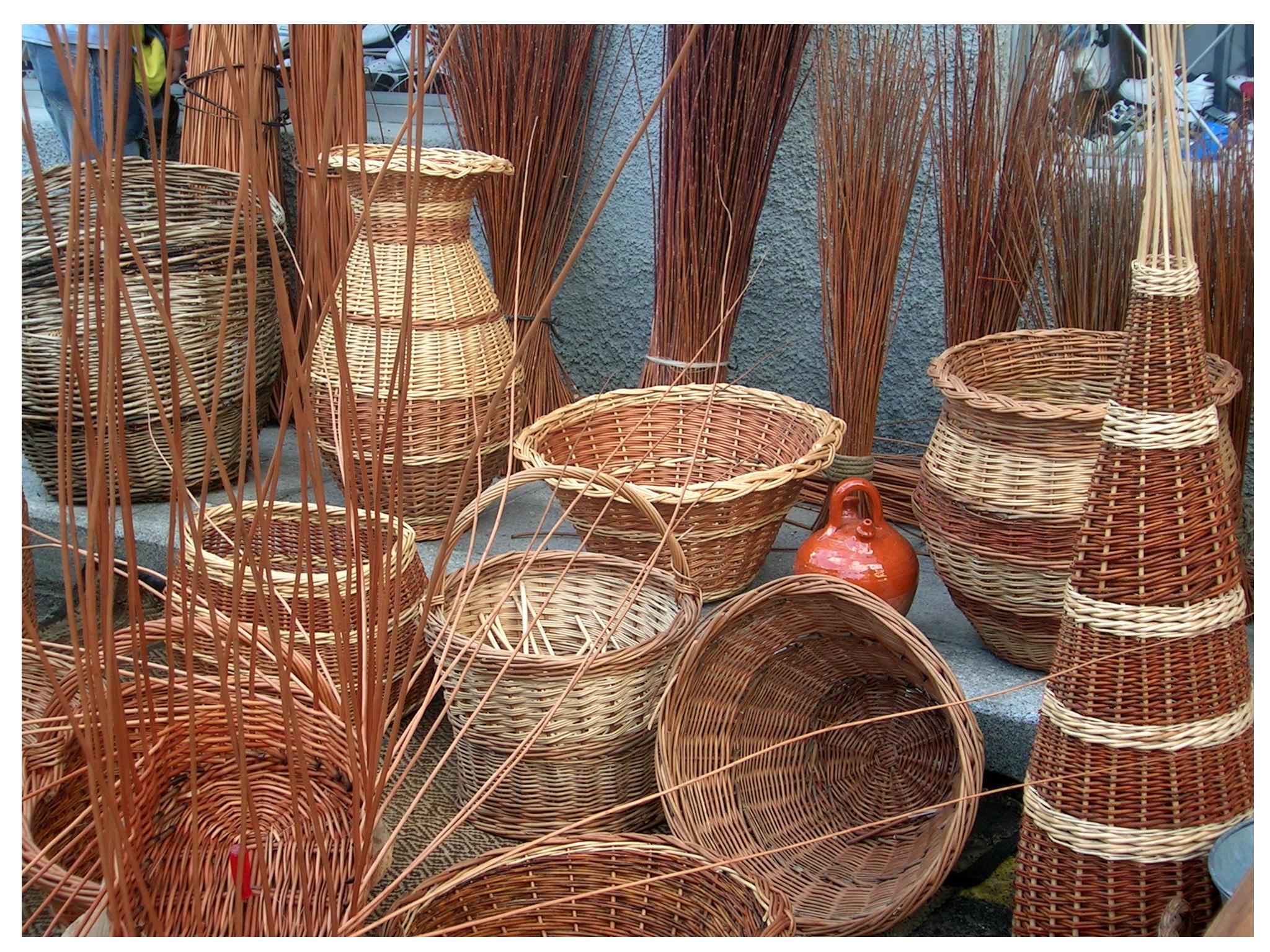 File cestas de mimbre valdemoro madrid - Como adornar cestas de mimbre ...