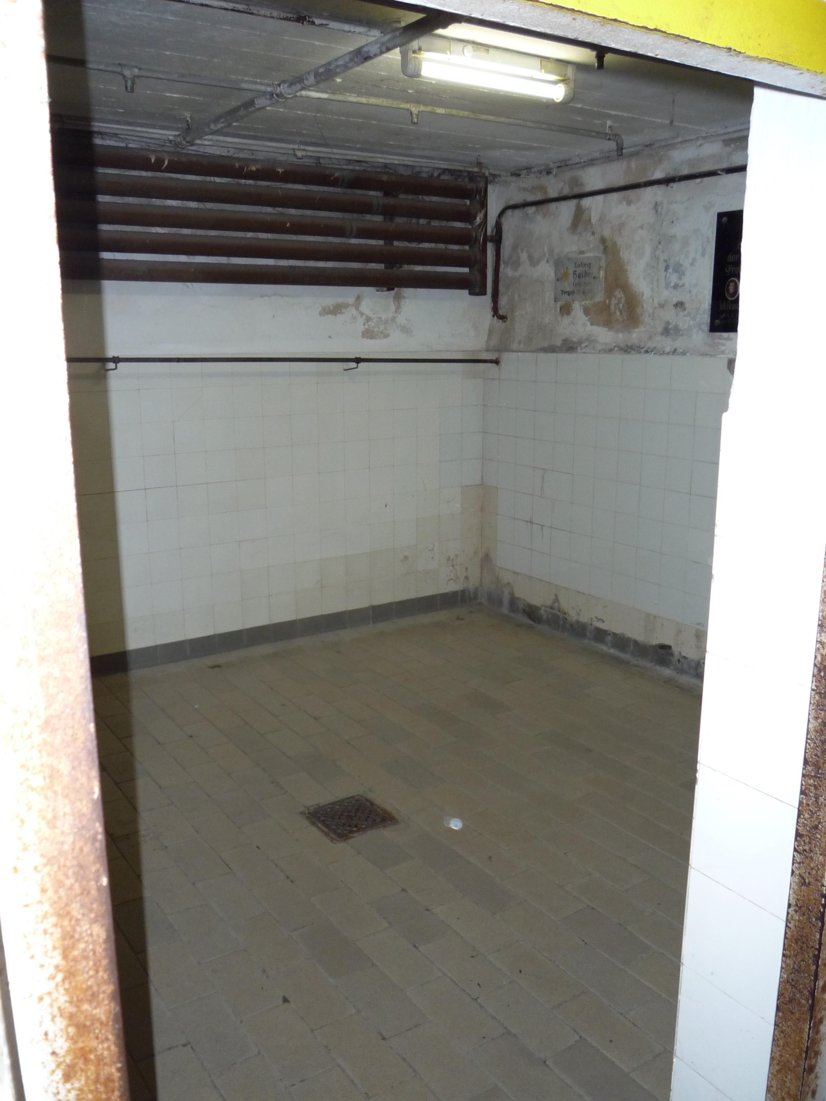File chambre gaz vue depuis l 39 entr e du camp de for Camp du struthof chambre a gaz