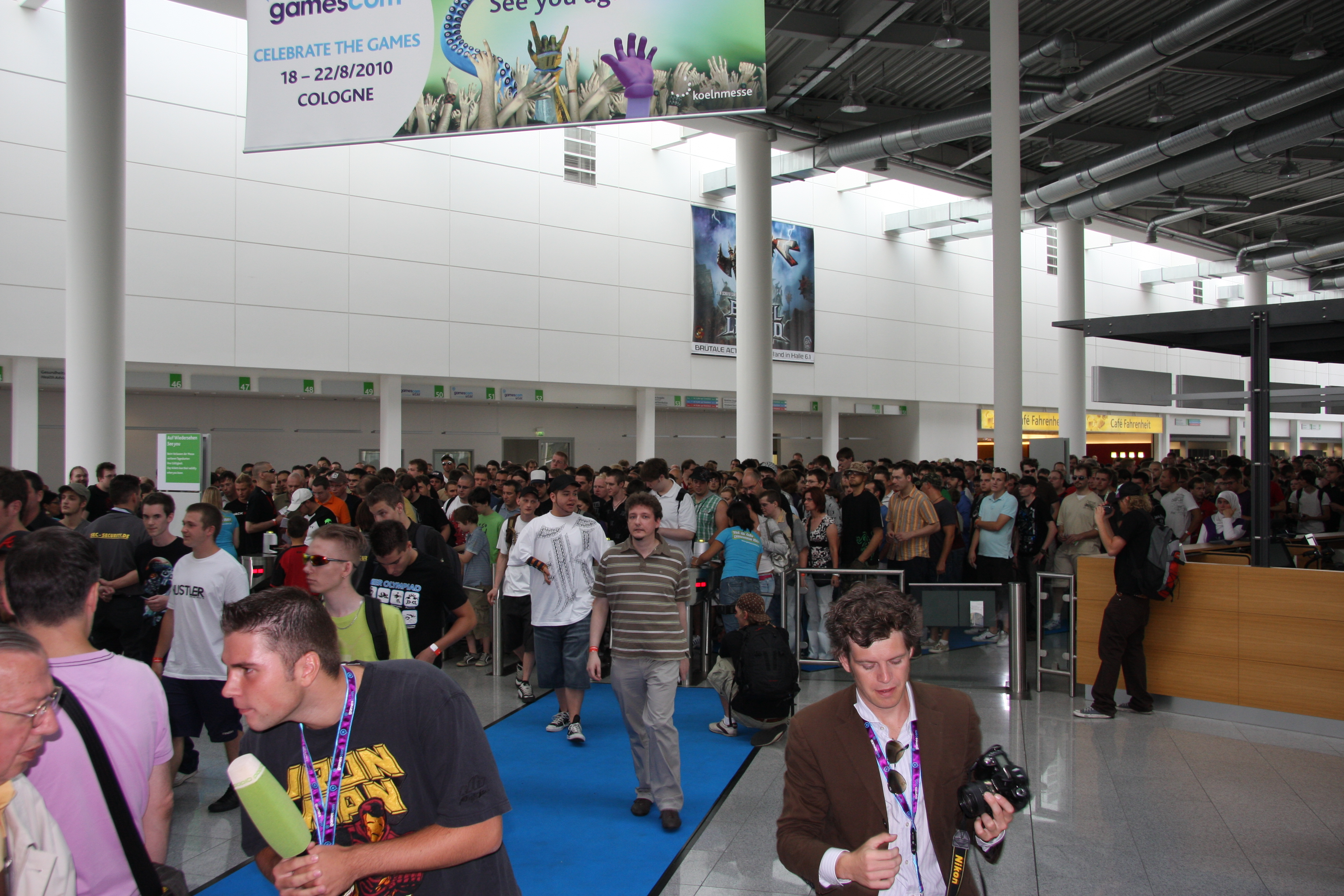 File:Cologne Trade Fair-north entrance during gamescom ...