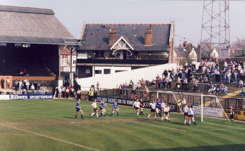 File:Craven Cottage 1987 2.jpg - Wikimedia Commons
