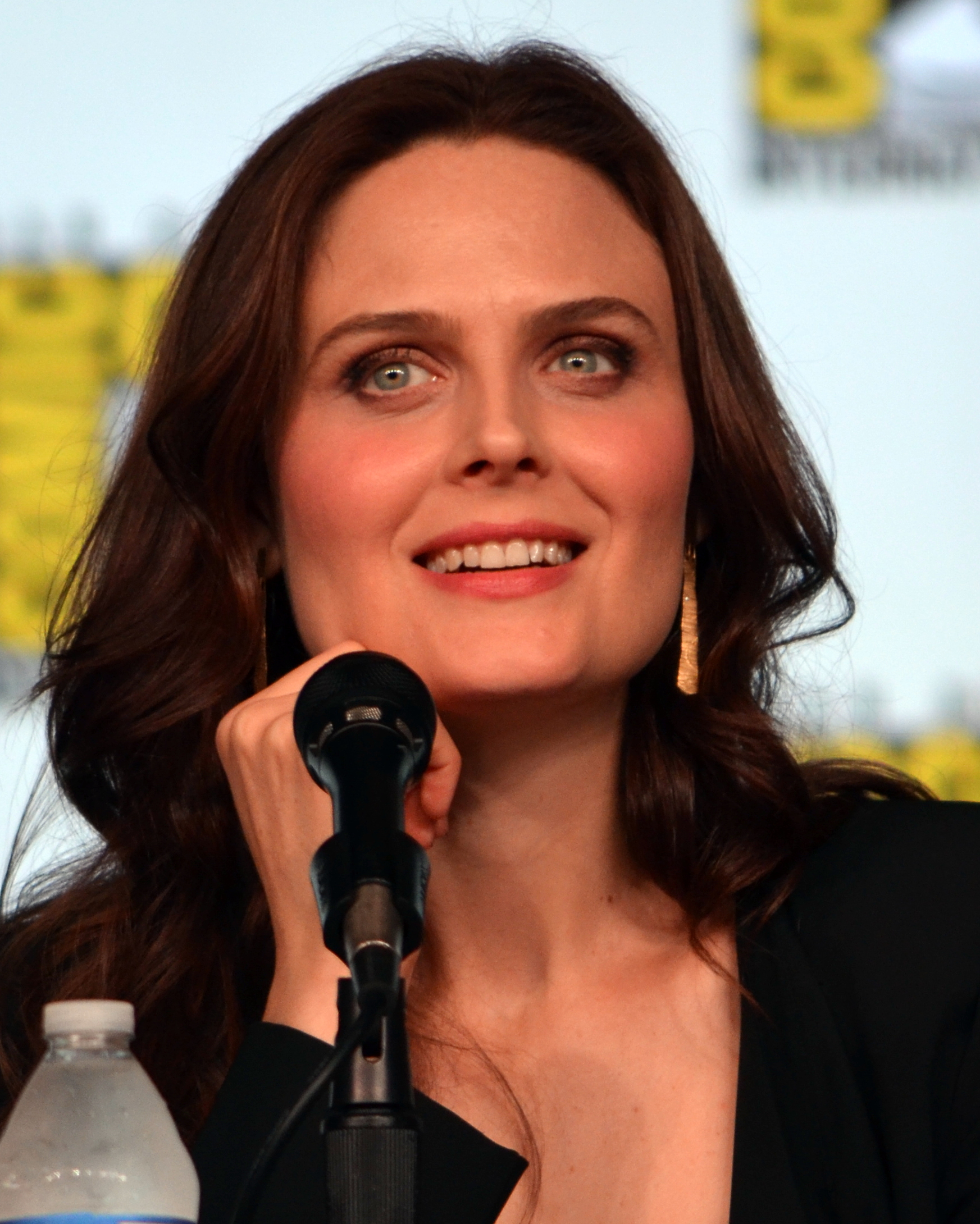 File:Emily Deschanel Comic-Con 2012.jpg - Wikimedia Commons