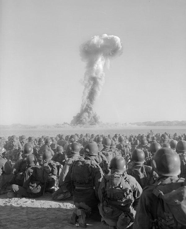 https://upload.wikimedia.org/wikipedia/commons/7/73/Exercise_Desert_Rock_I_(Buster-Jangle_Dog)_001.jpg