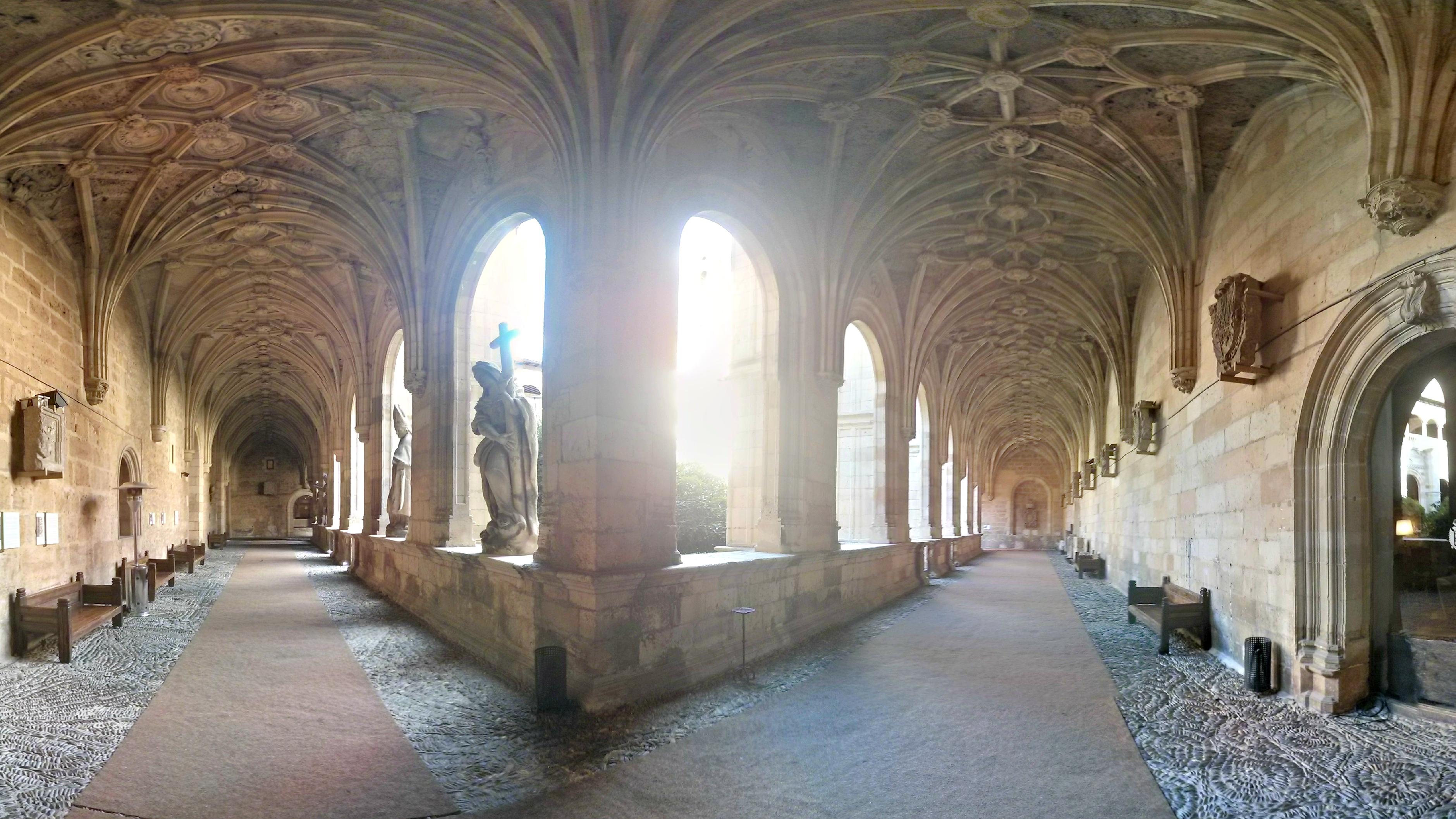 Archivo:Galería del claustro del Convento de San Marcos (León).jpg ...