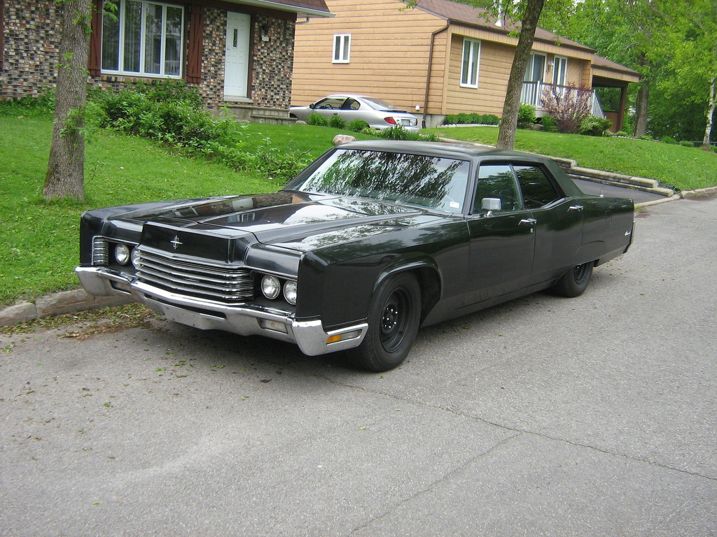 File:Gangster-styled car, 1970 Lincoln Continental - Flickr ...