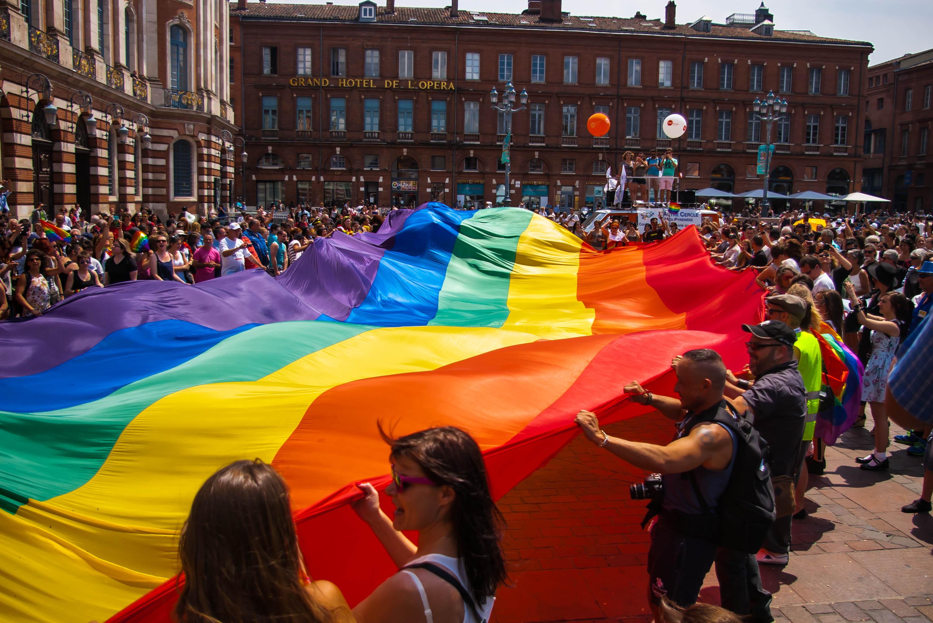 A szivárványszínű zászló története - Lumens