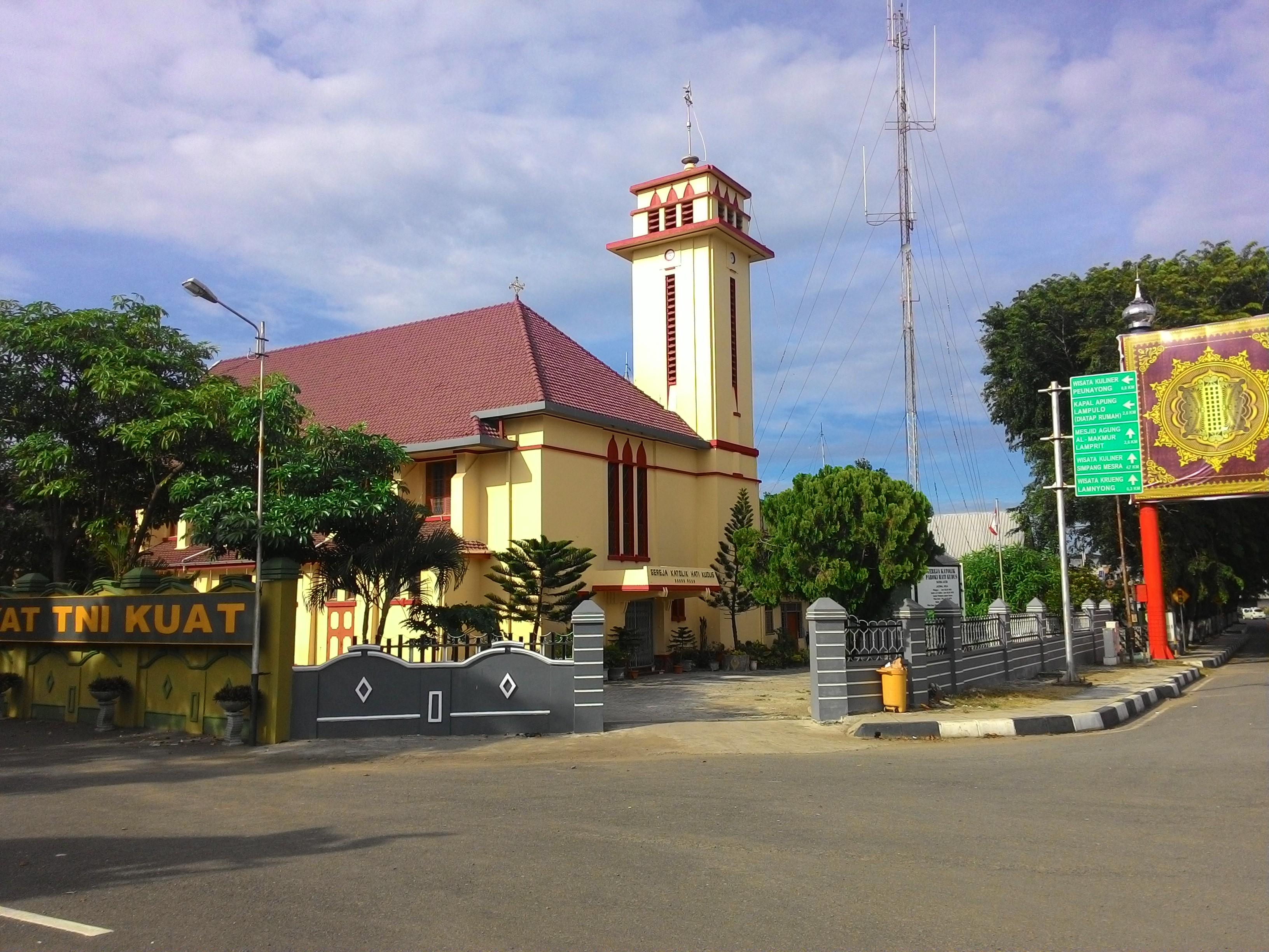 File Gereja Hati Kudus Banda Aceh Jpg Wikimedia Commons
