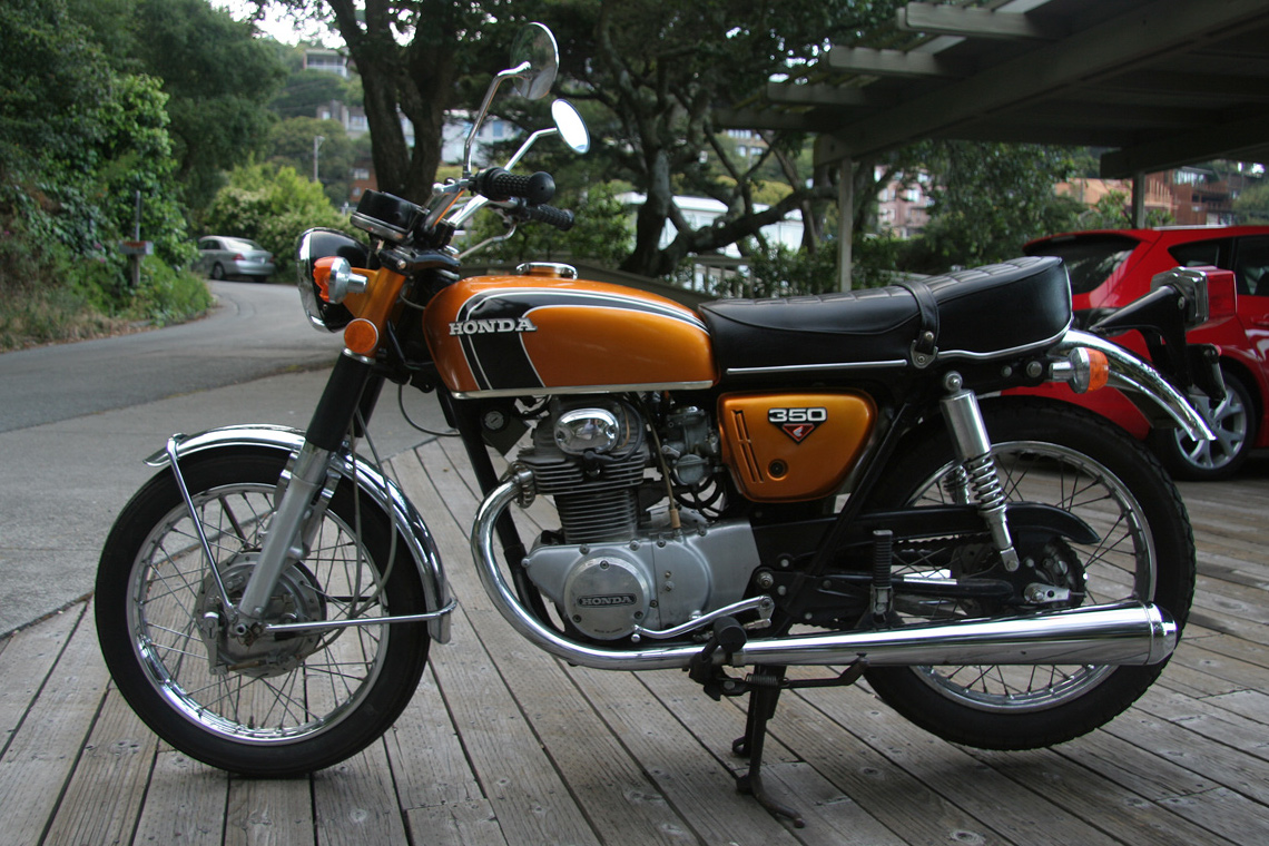 File:Gold 1972 Honda CB350 twin left jpg - Wikimedia Commons