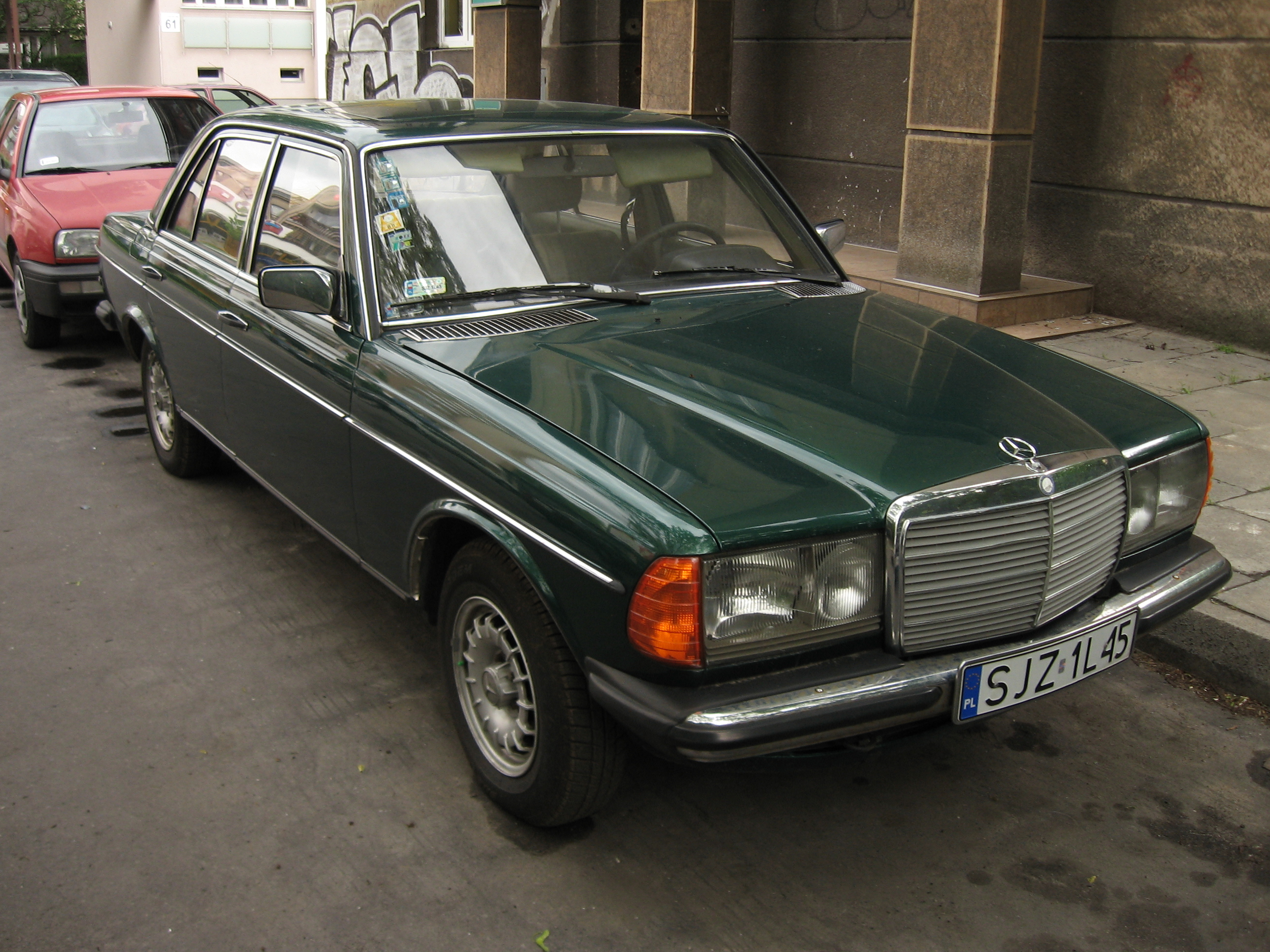 file green mercedes benz w123 in krak wikimedia