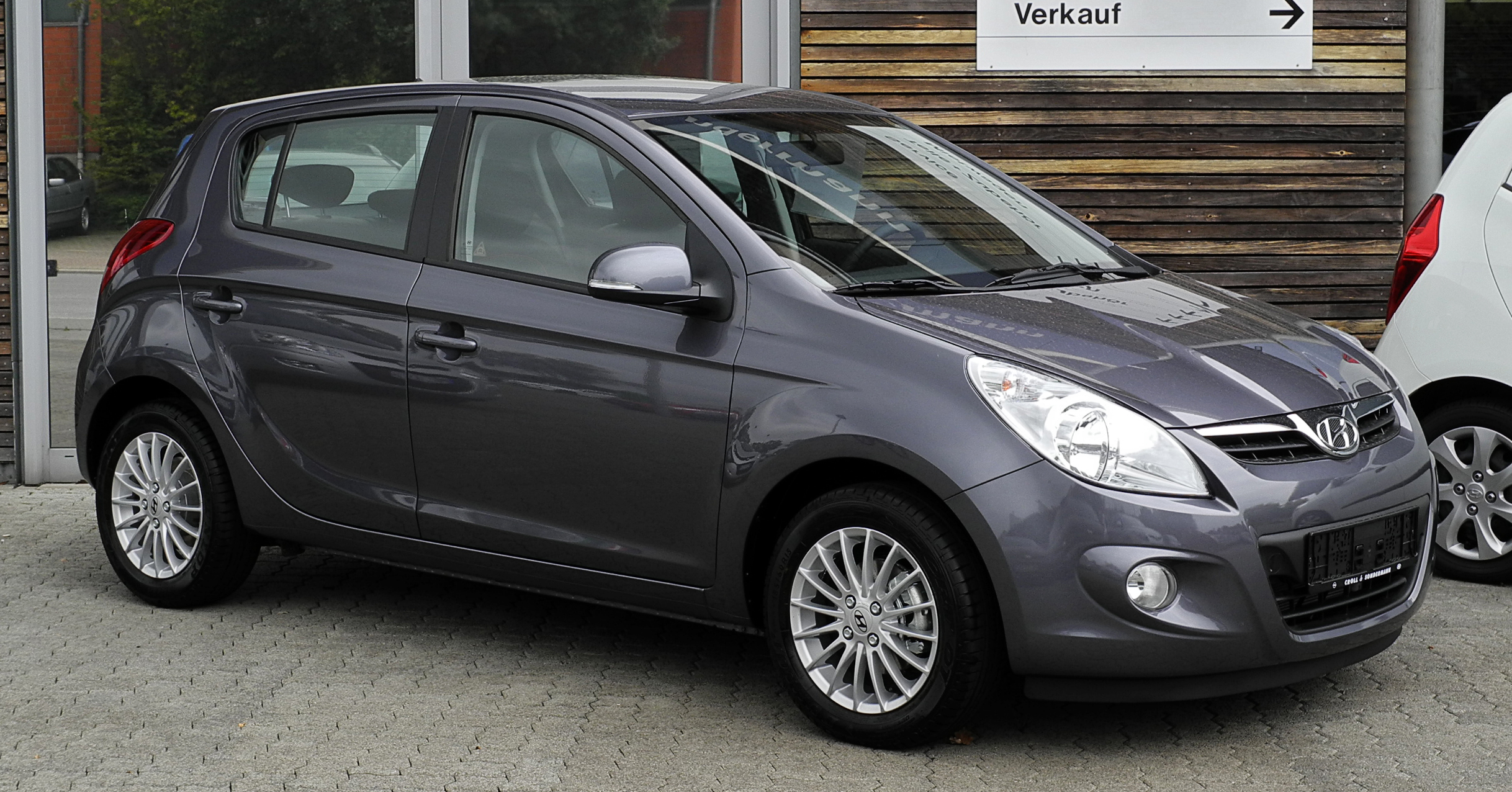 File:Hyundai i20 1.2 Edition20 – Frontansicht (1), 4. September 2011