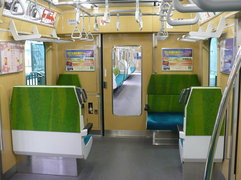 https://upload.wikimedia.org/wikipedia/commons/7/73/Inside-Tokyu7000N-2.jpg