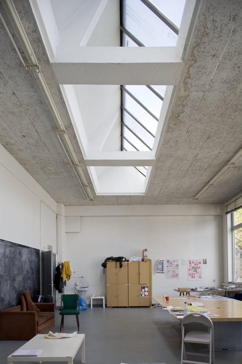 File interieur overzicht van een lokaal op de eerste verdieping met lichtstraat maastricht - Interieur van een veranda ...