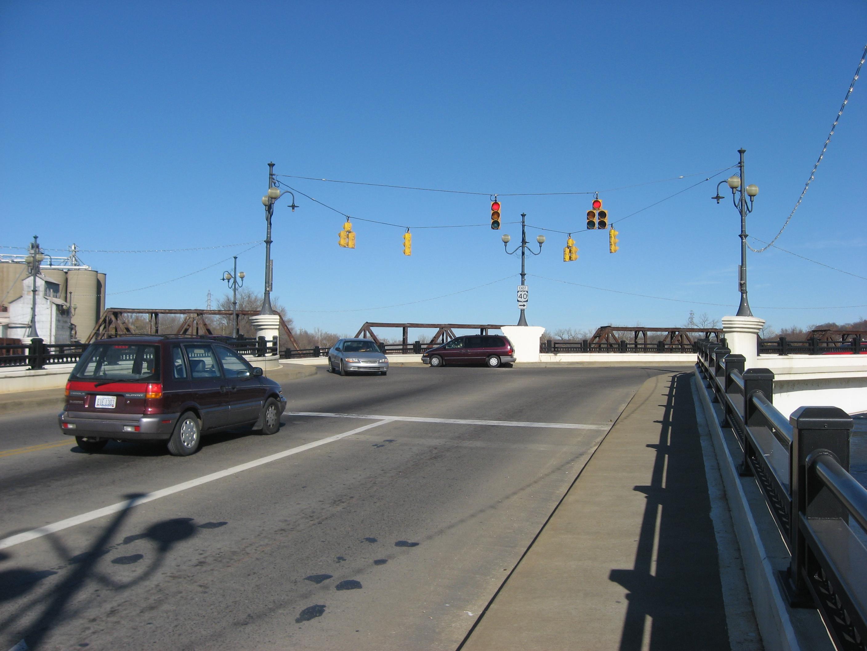 Description intersection on the zanesville y-bridge