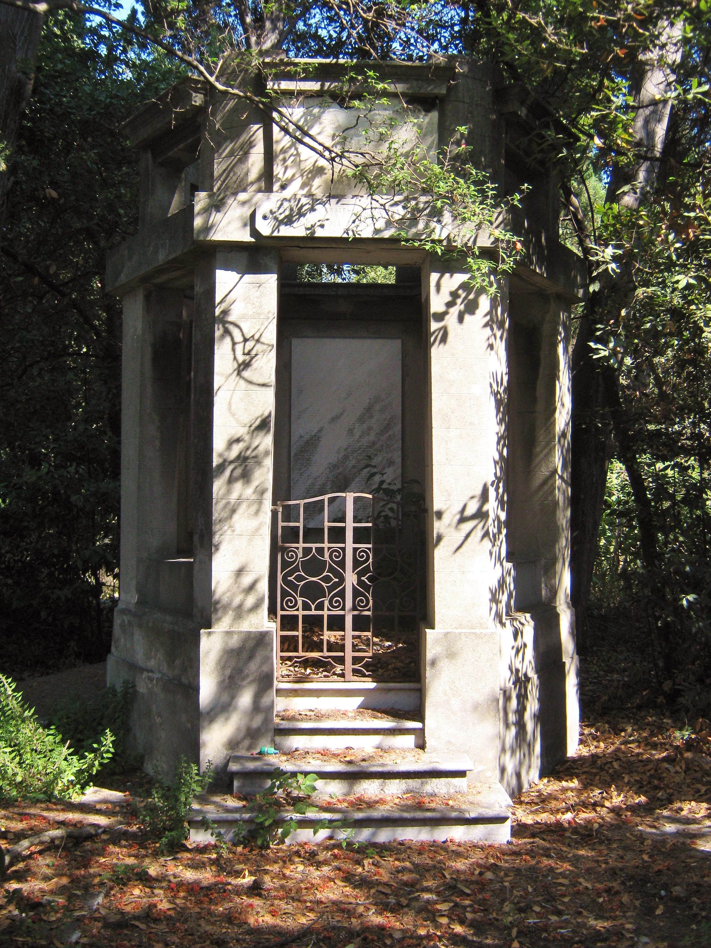 Livorno -Cimitero Olandese Alemanno, ossario-.JPG