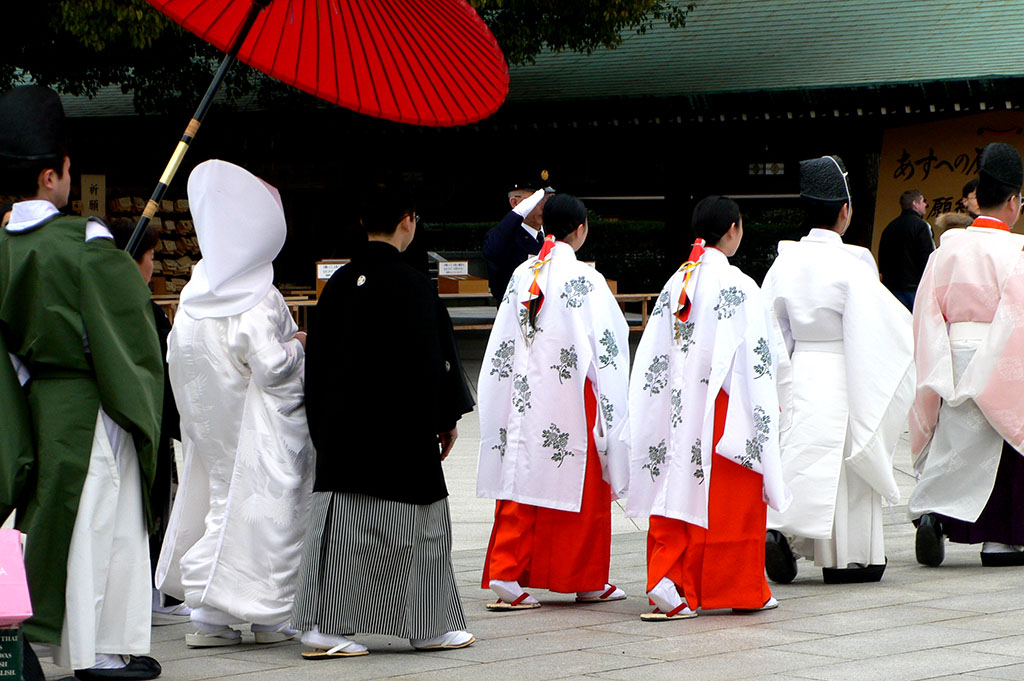 Filemeiji jingu wedding procession p1000847g wikimedia commons filemeiji jingu wedding procession p1000847g junglespirit Images
