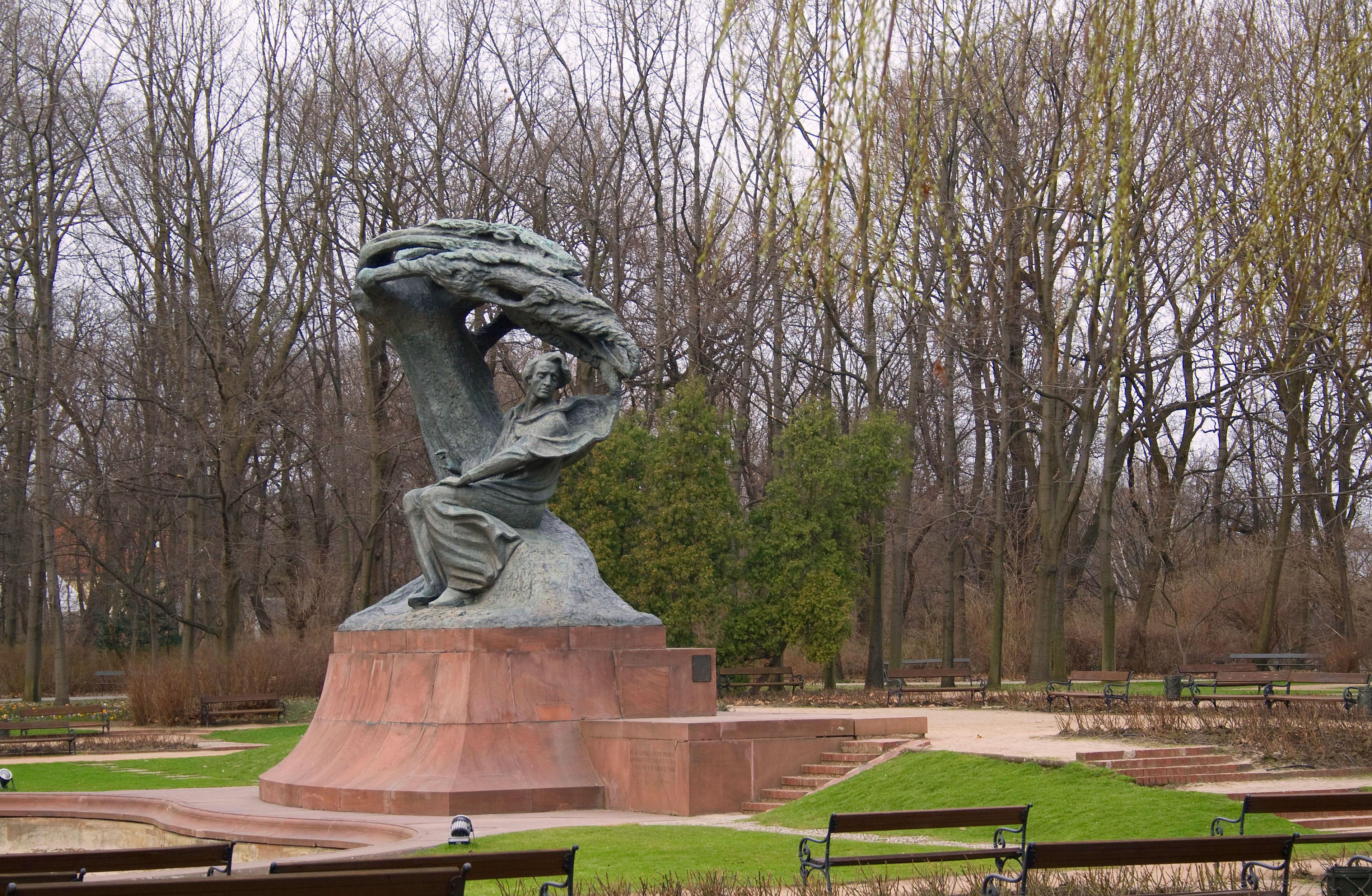 Monumento a Fryderyk Chopin, parque Łazienki, Varsovia, Polonia