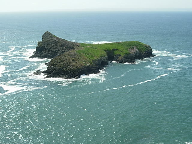 File:Mullion Island - geograph.org.uk - 371703.jpg