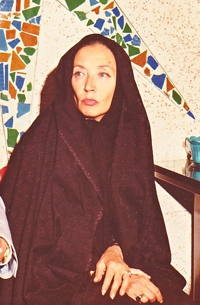 Fallaci in Tehran (1979). To interview the Ayatollah Khomeini, she was required to wear a chador. During the interview, she removed it and attacked the obligation of women to wear it. Oriana Fallaci in Tehran 1979.jpg