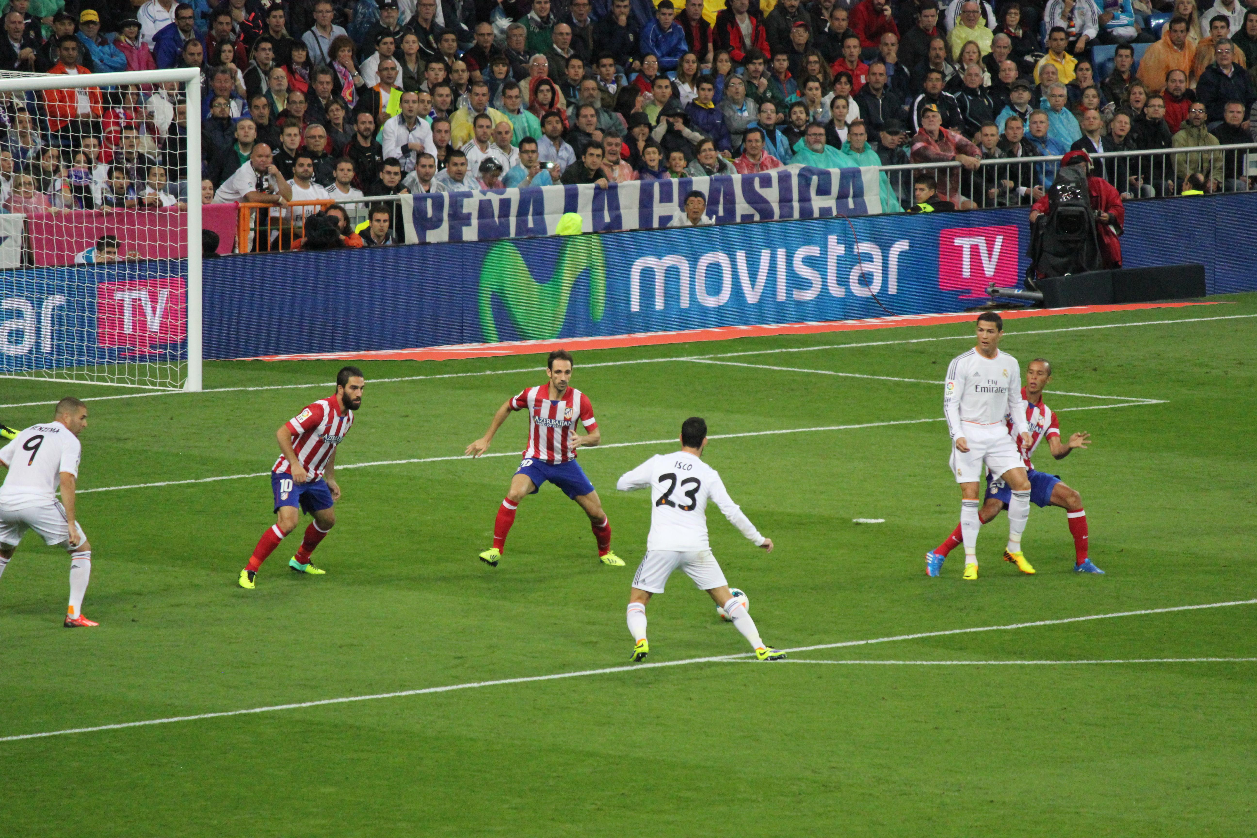 File:Real Madrid vs. Atlético Madrid September 28, 2013 04.JPG - Wikimedia Commons