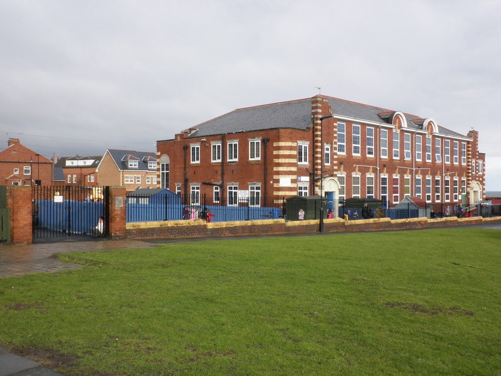 File:Rockcliff First School, Whitley Bay - geograph.org.uk ...