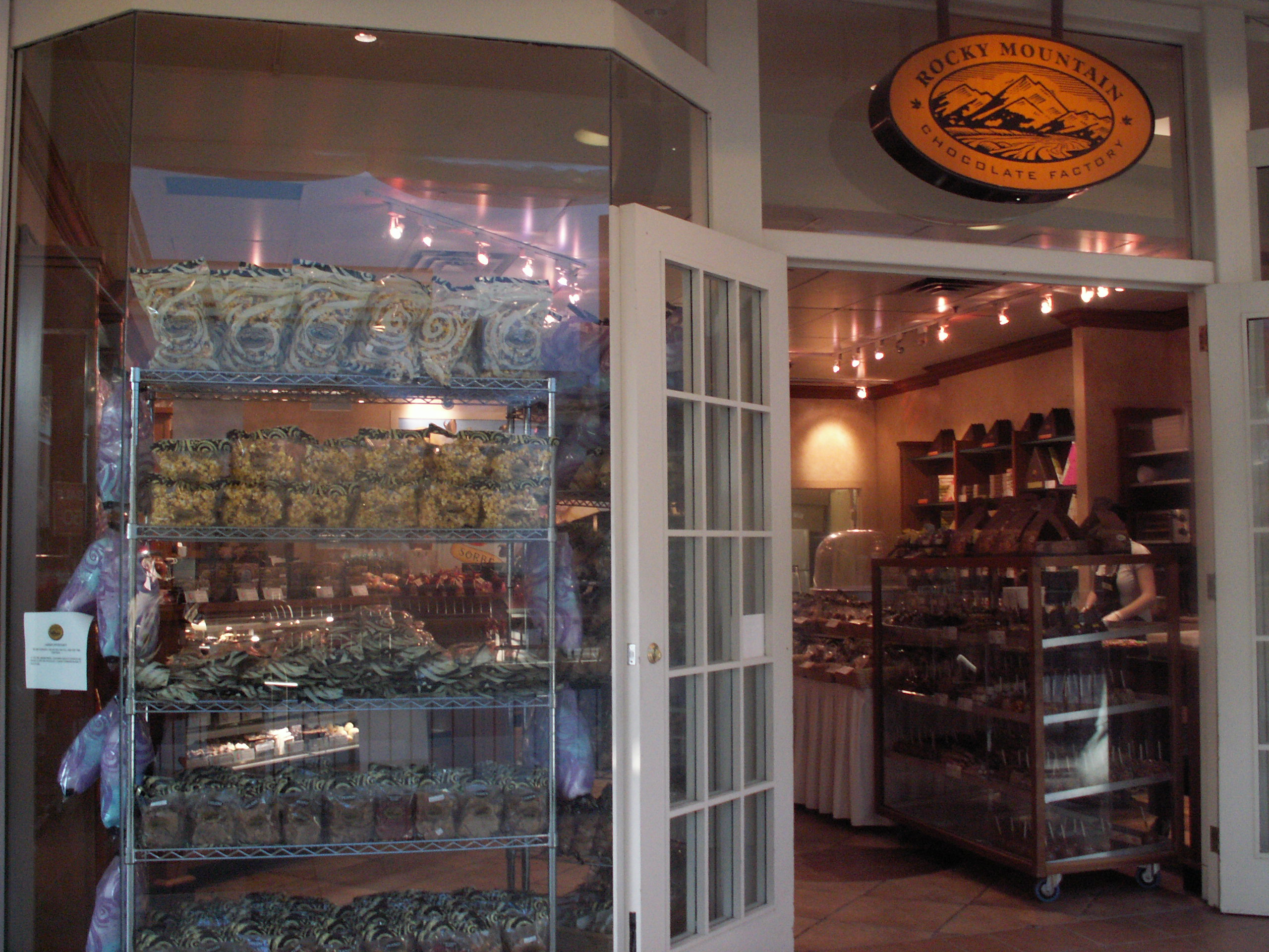 File:Rocky Mountain Chocolate Factory store in Winnipeg.jpg ...