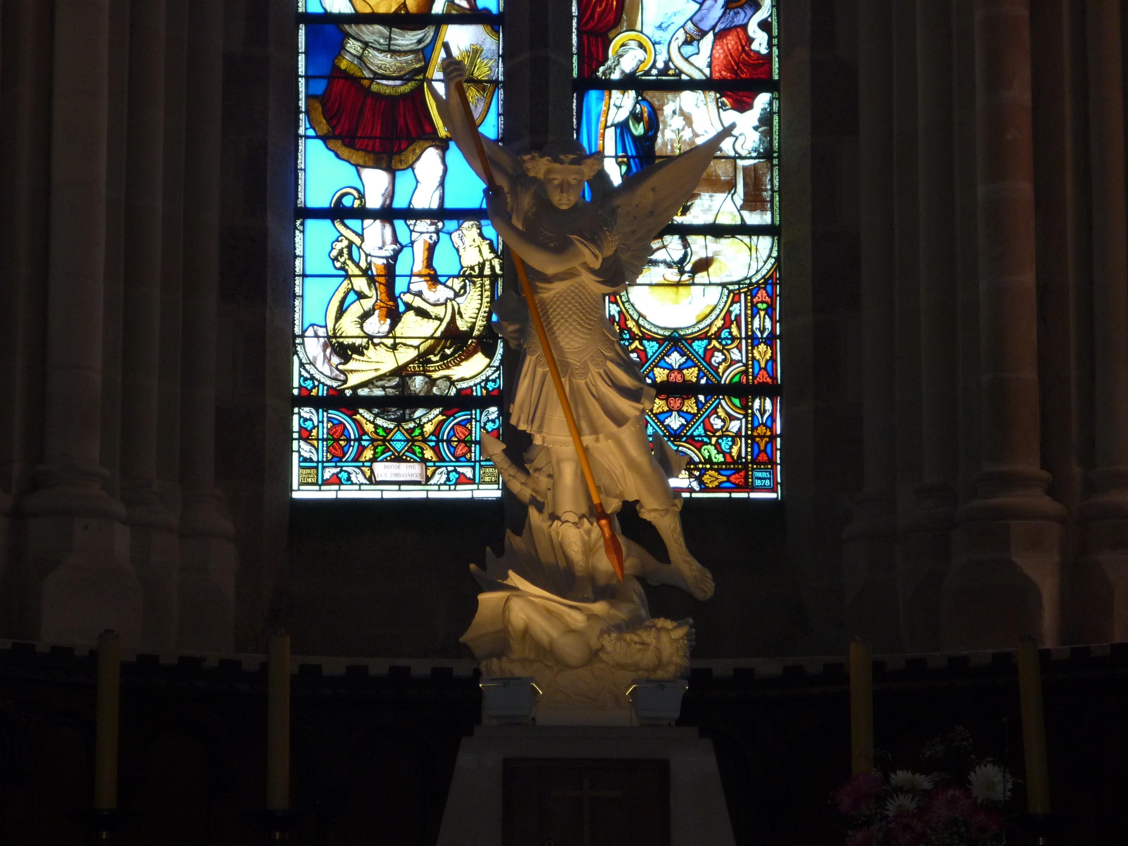 File saint michel mont mercure glise int rieur 2 jpg for Interieur wikipedia
