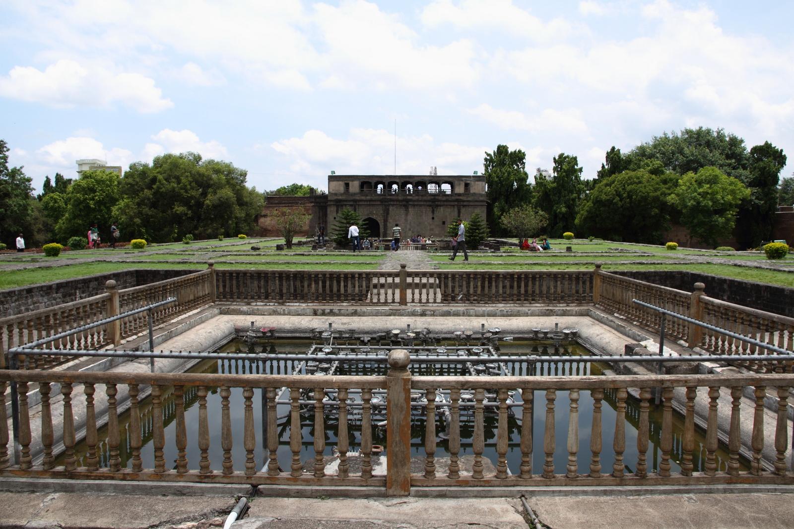 Shaniwar_Wada_palace_fountain