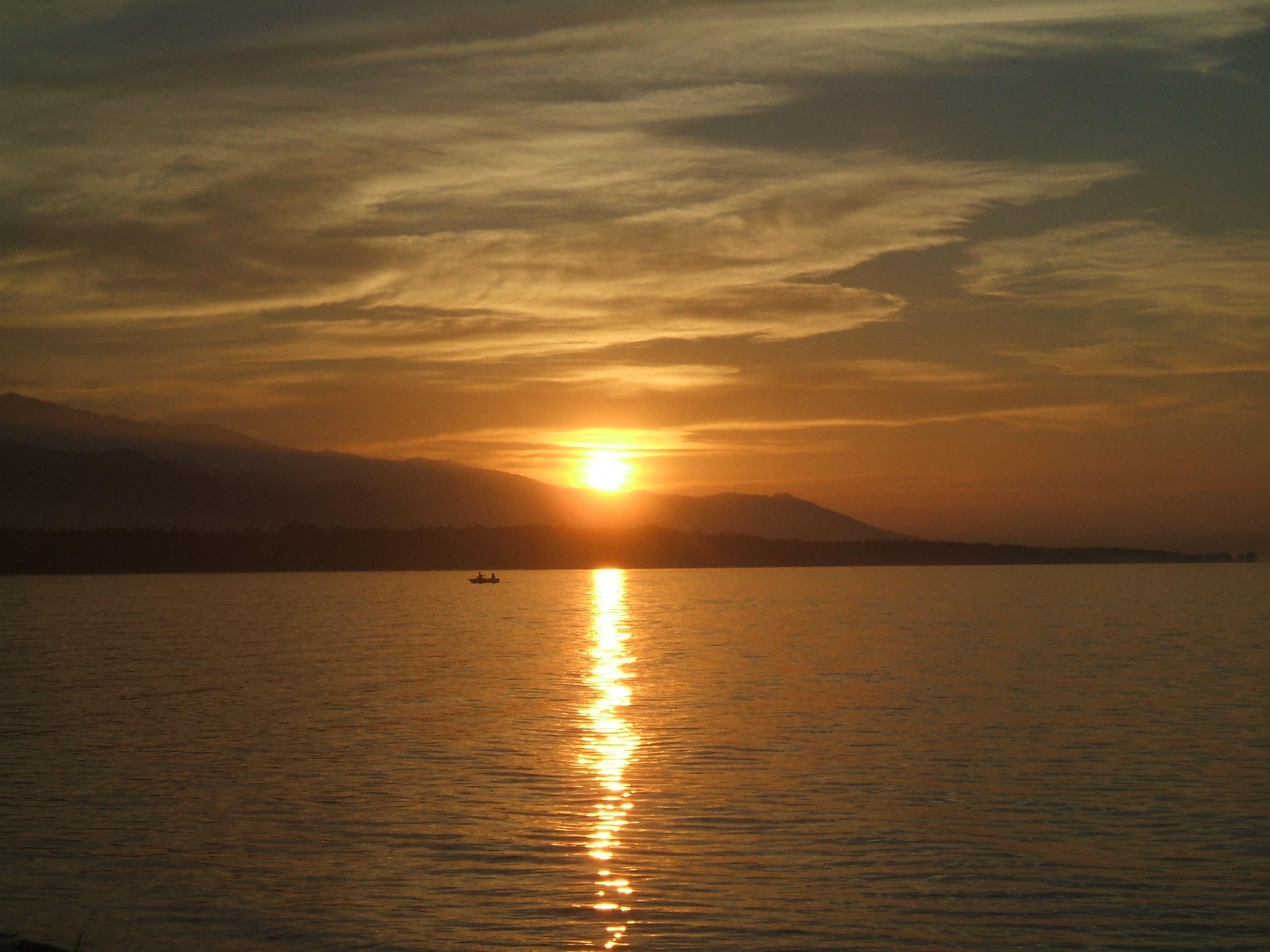 Puesta de sol en el lago Baikal.