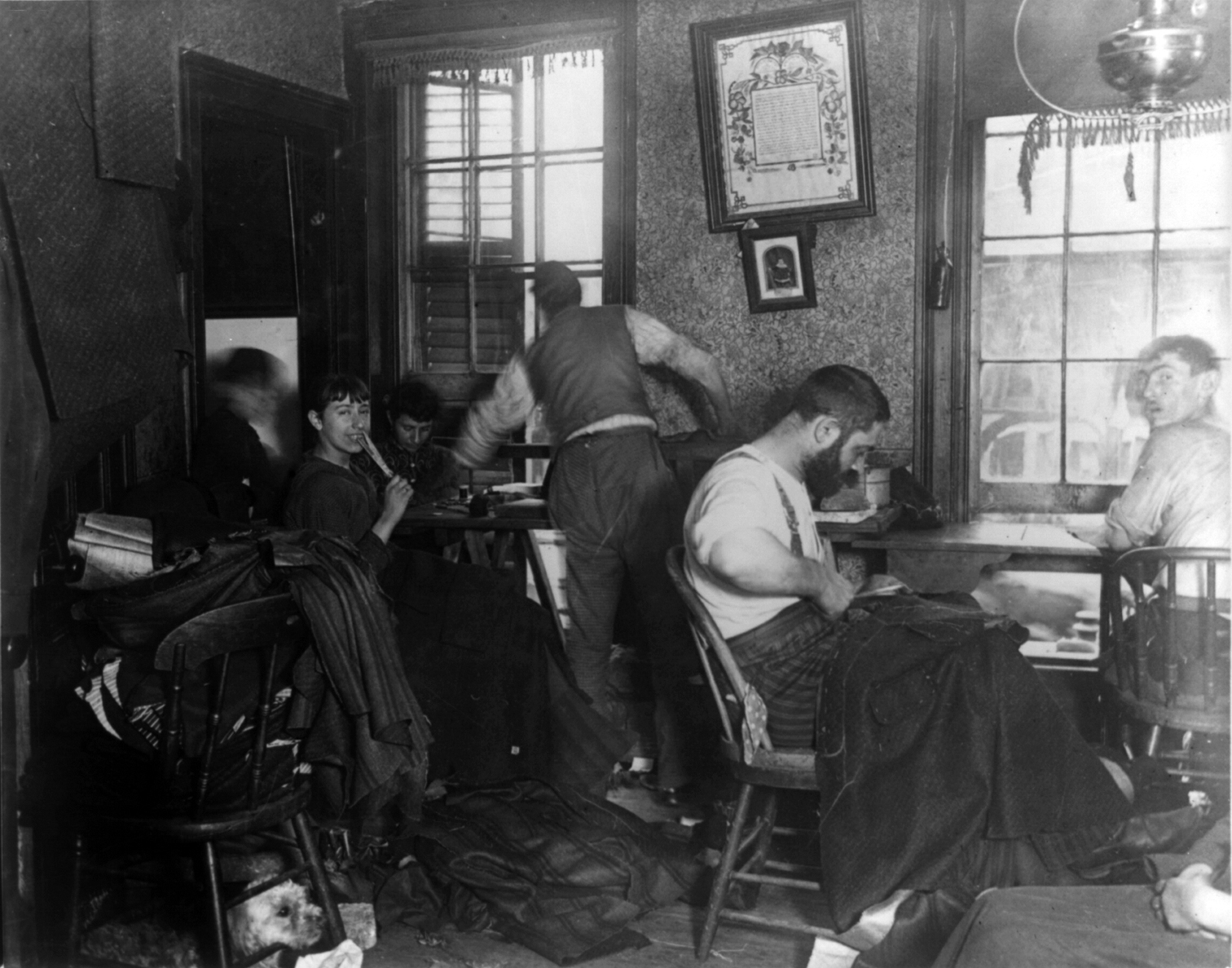 Description Sweatshop in Ludlow Street Tenement  New York cph 3a24271    Sweatshop Living Conditions
