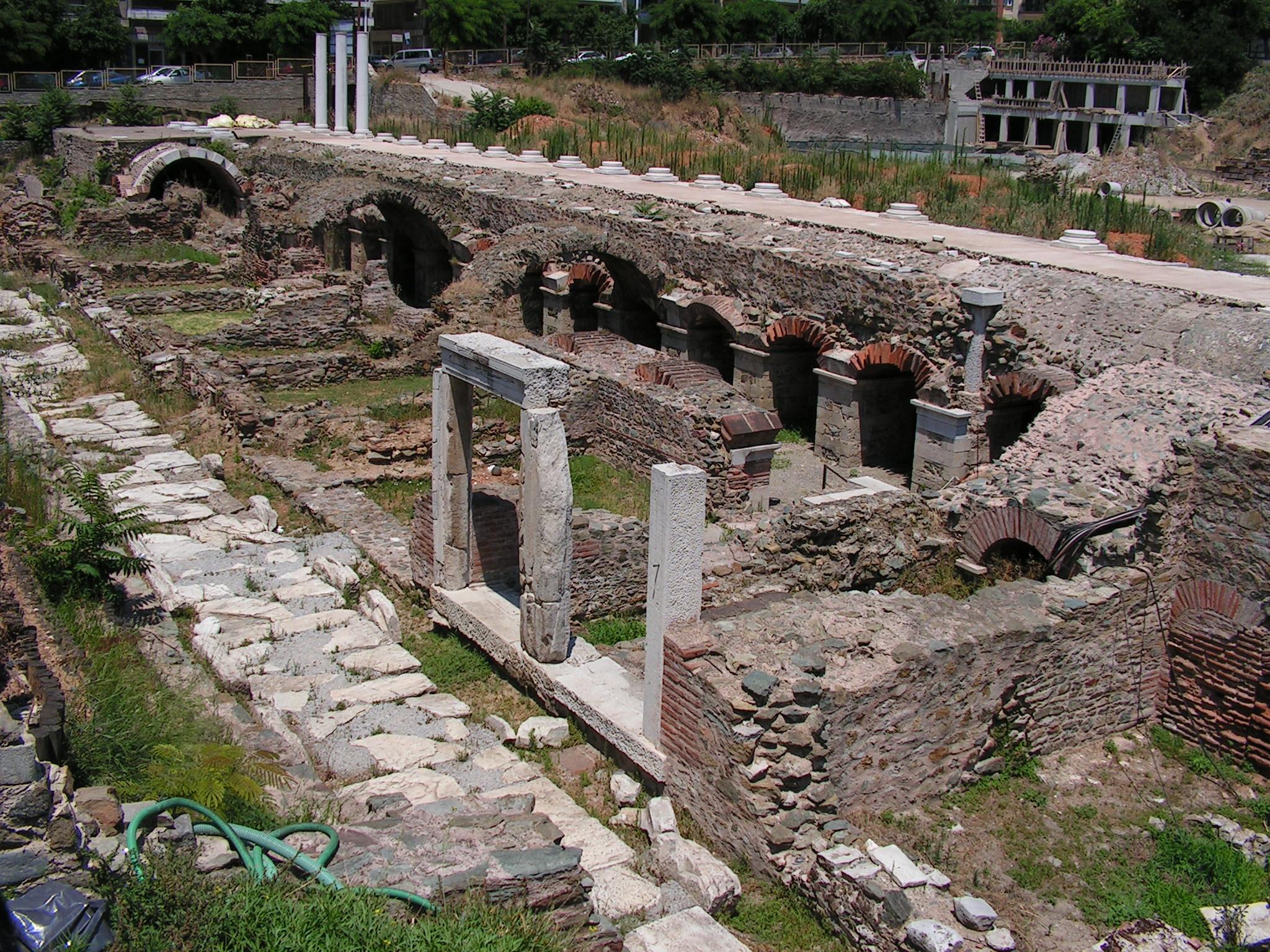 File:Thessaloniki-Ancient Agora.jpg - Wikimedia Commons
