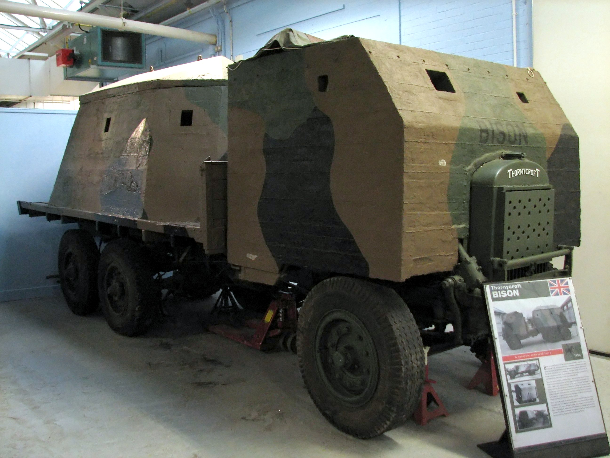 https://upload.wikimedia.org/wikipedia/commons/7/73/Thornycroft_Bison_1_Bovington.jpg