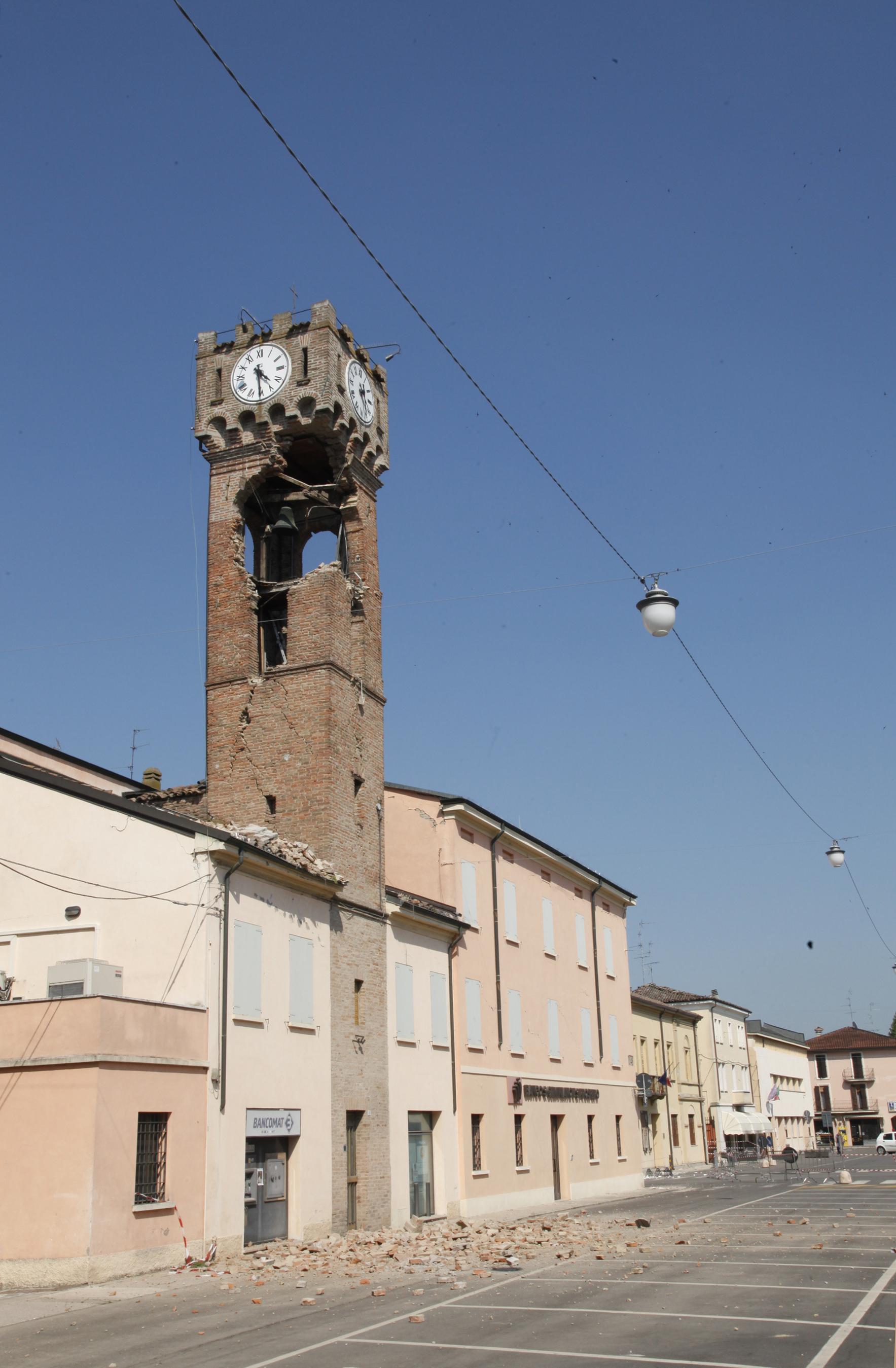 File Torre Dell Orologio A Novi Di Modena Jpg Wikimedia Commons