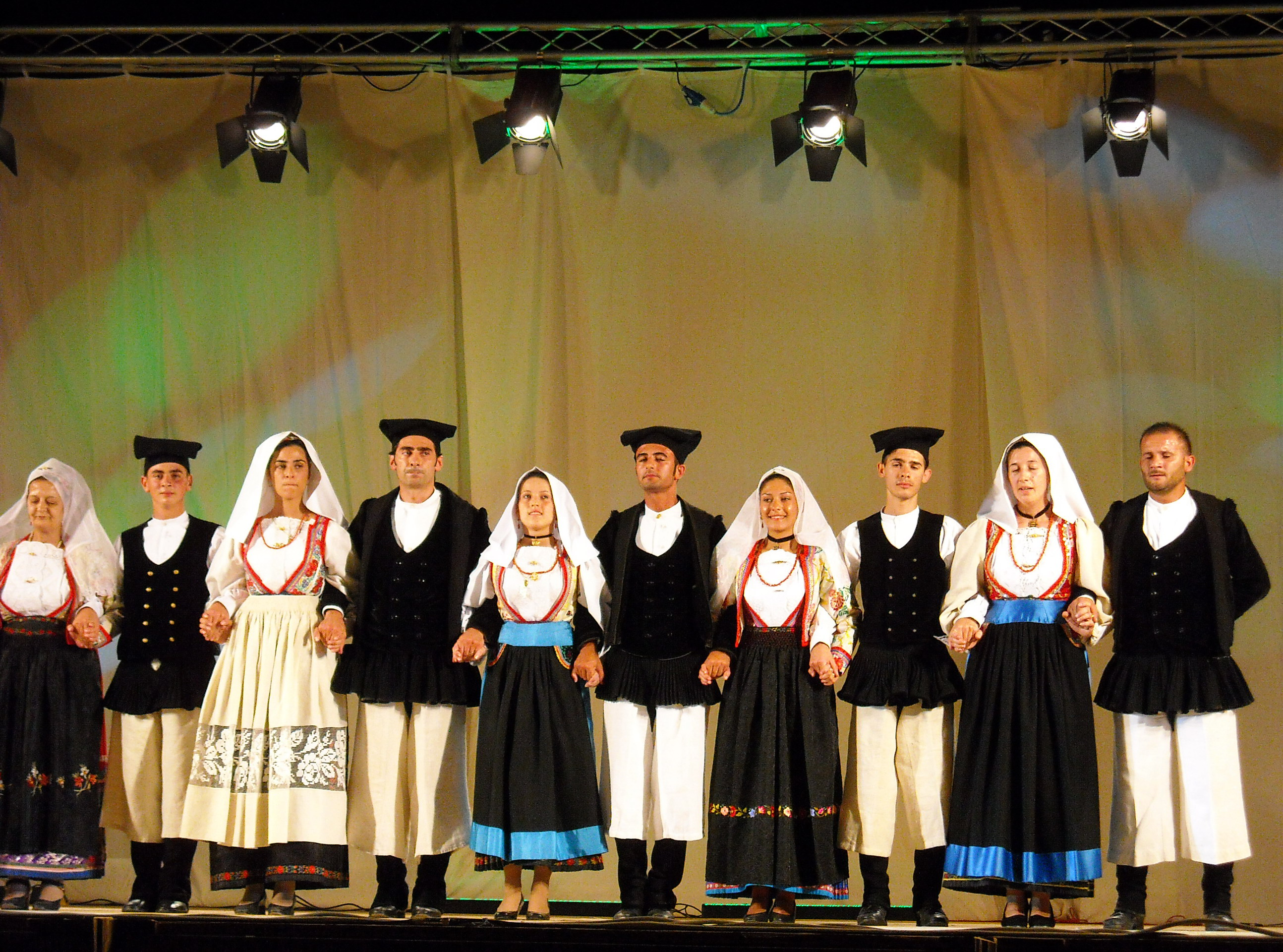 File traditional costumes of busachi sardinia jpg for Italian people