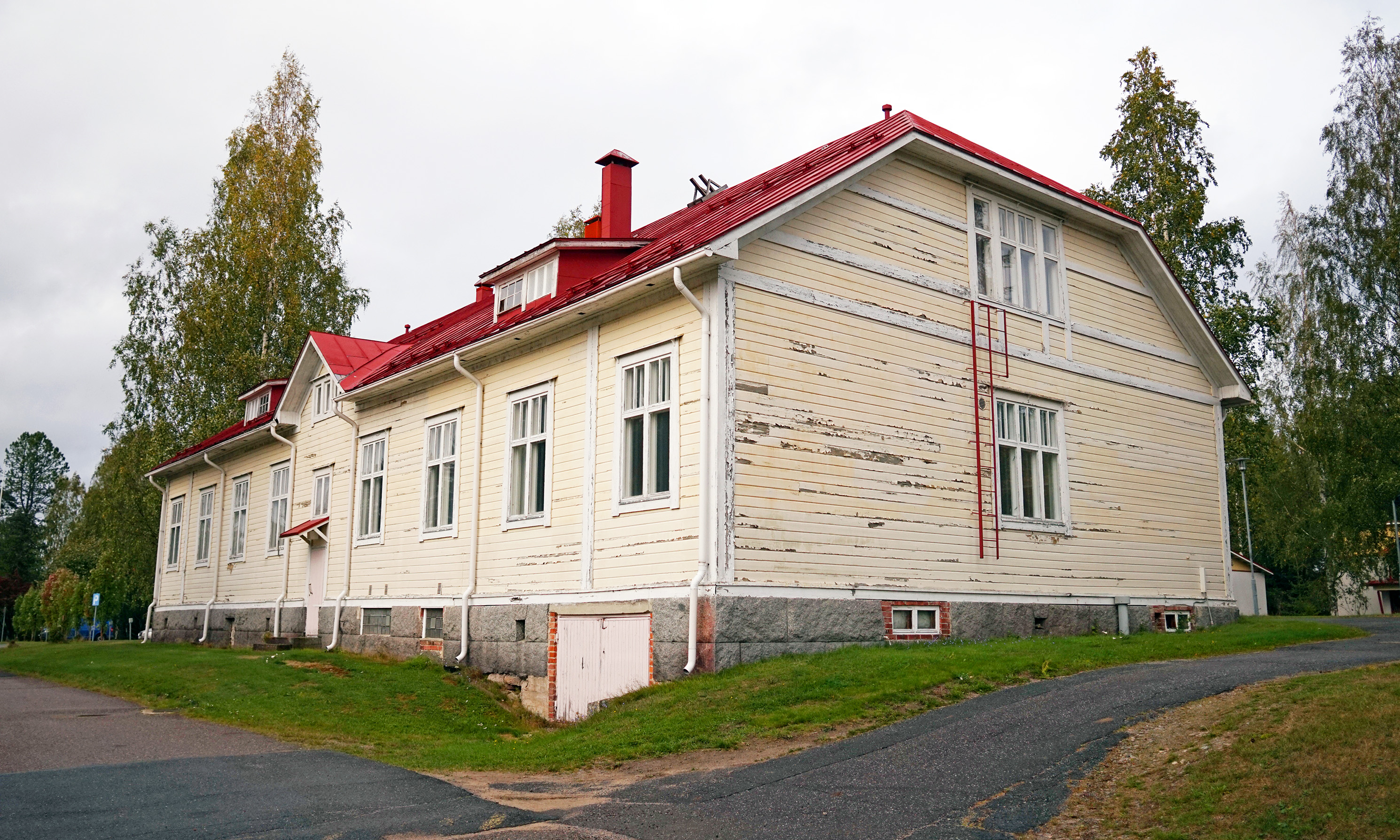 Tuomarniemi - oppilasrakennus 2.jpg
