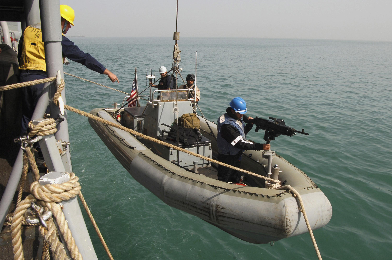 File:US Navy 080218-N-2420K-040 Damage Controlman 3rd Class ...