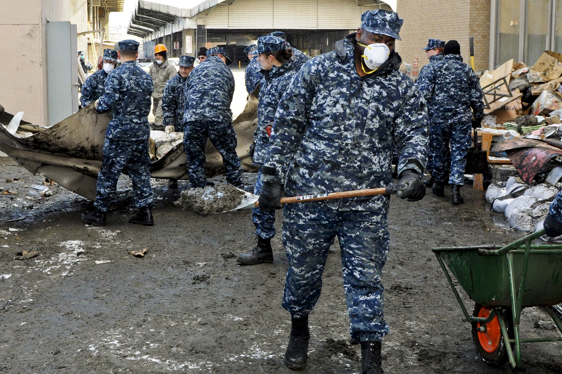 File:US sailors japan ...
